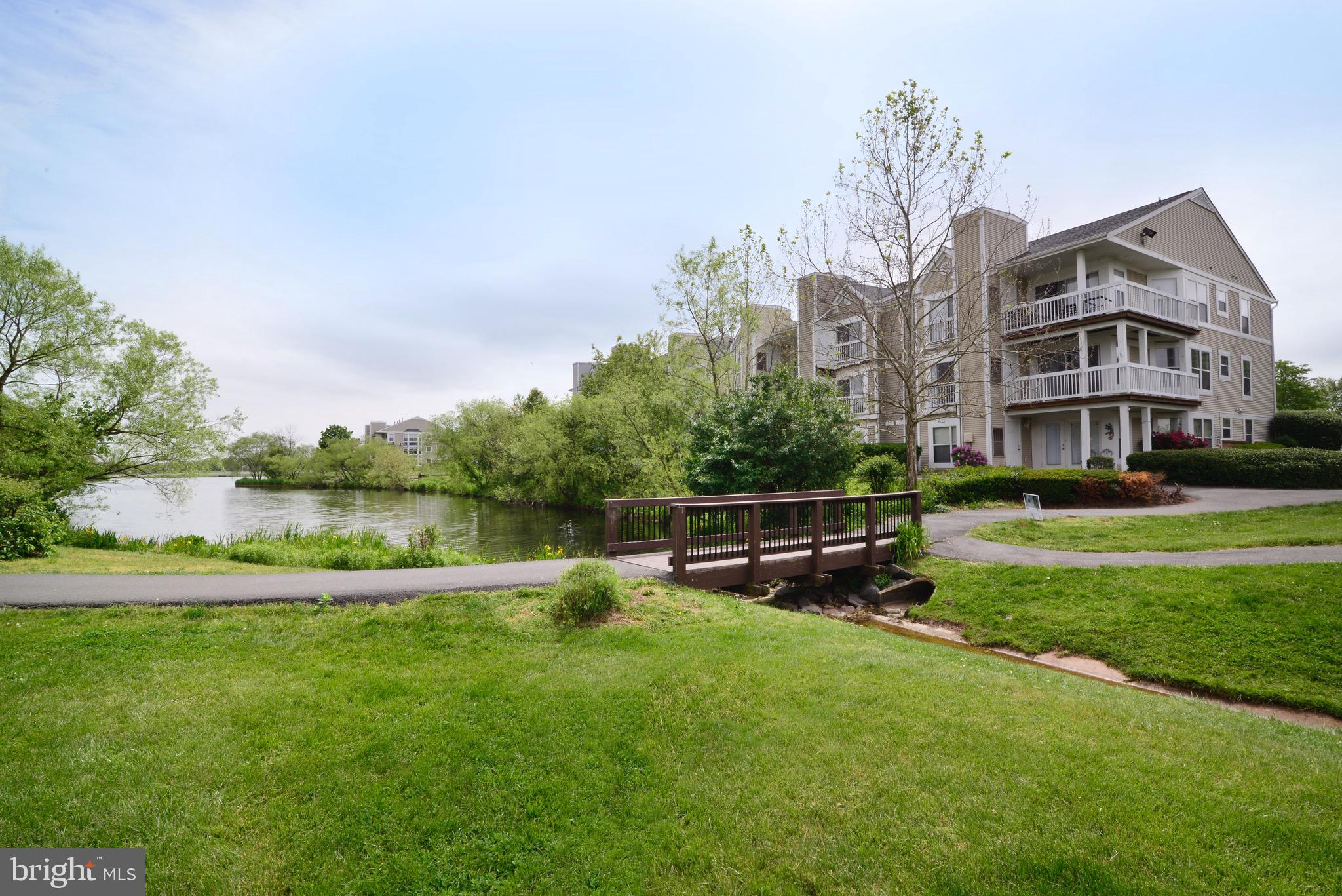 Hard-to-find 3-bedroom, 2-full bath corner unit with a full view of Ashburn's Pavilion Lake. Experie