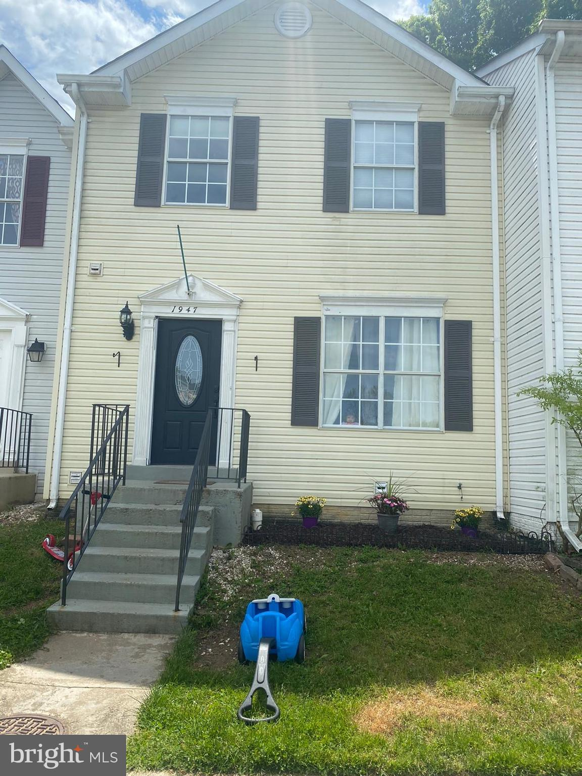 Move-in Ready.. Completely remodeled, 3 Bedrooms, 3.5 Baths,  Hardwood floors in Living Room/Dining
