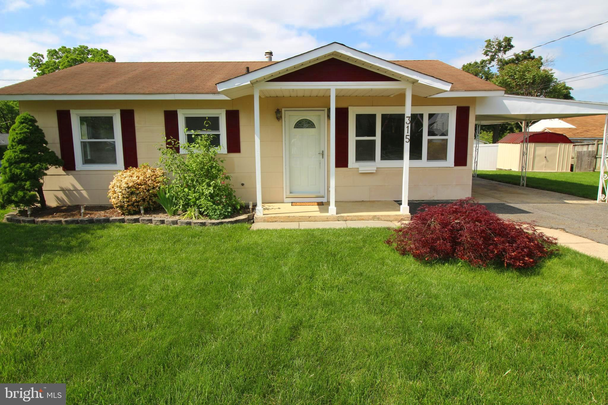 Don't miss this opportunity! Very nice starter home or great for someone wanting to downsize.  Conve