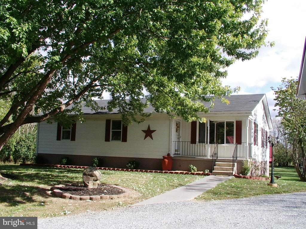 What a great ranch home and yard, and so close to route 7 in Berryville! Enormous rooms! Master bedr