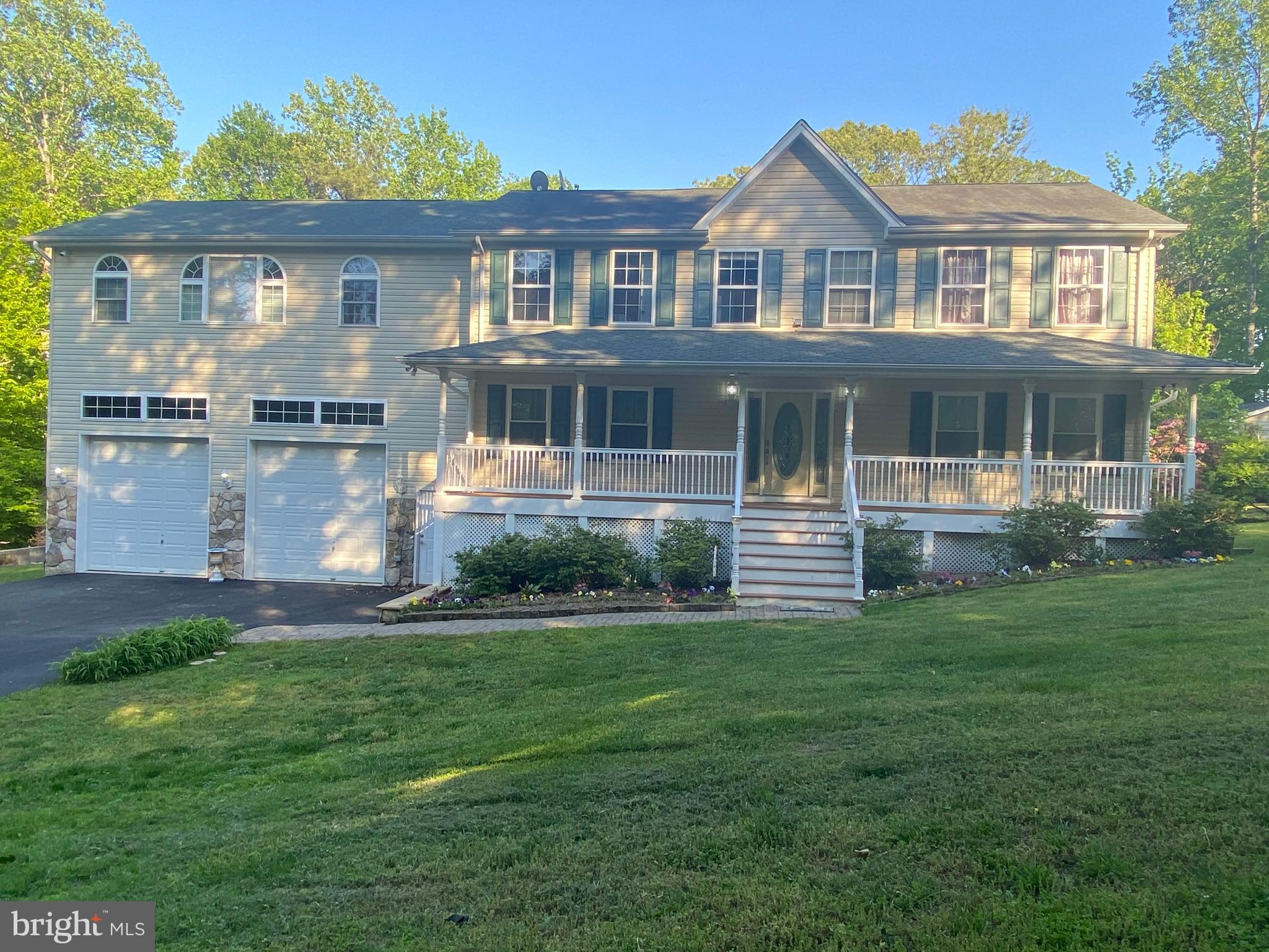Check out this beautiful Lakefront home in Mechanicsville /Hollywood area. Beautiful outdoor living