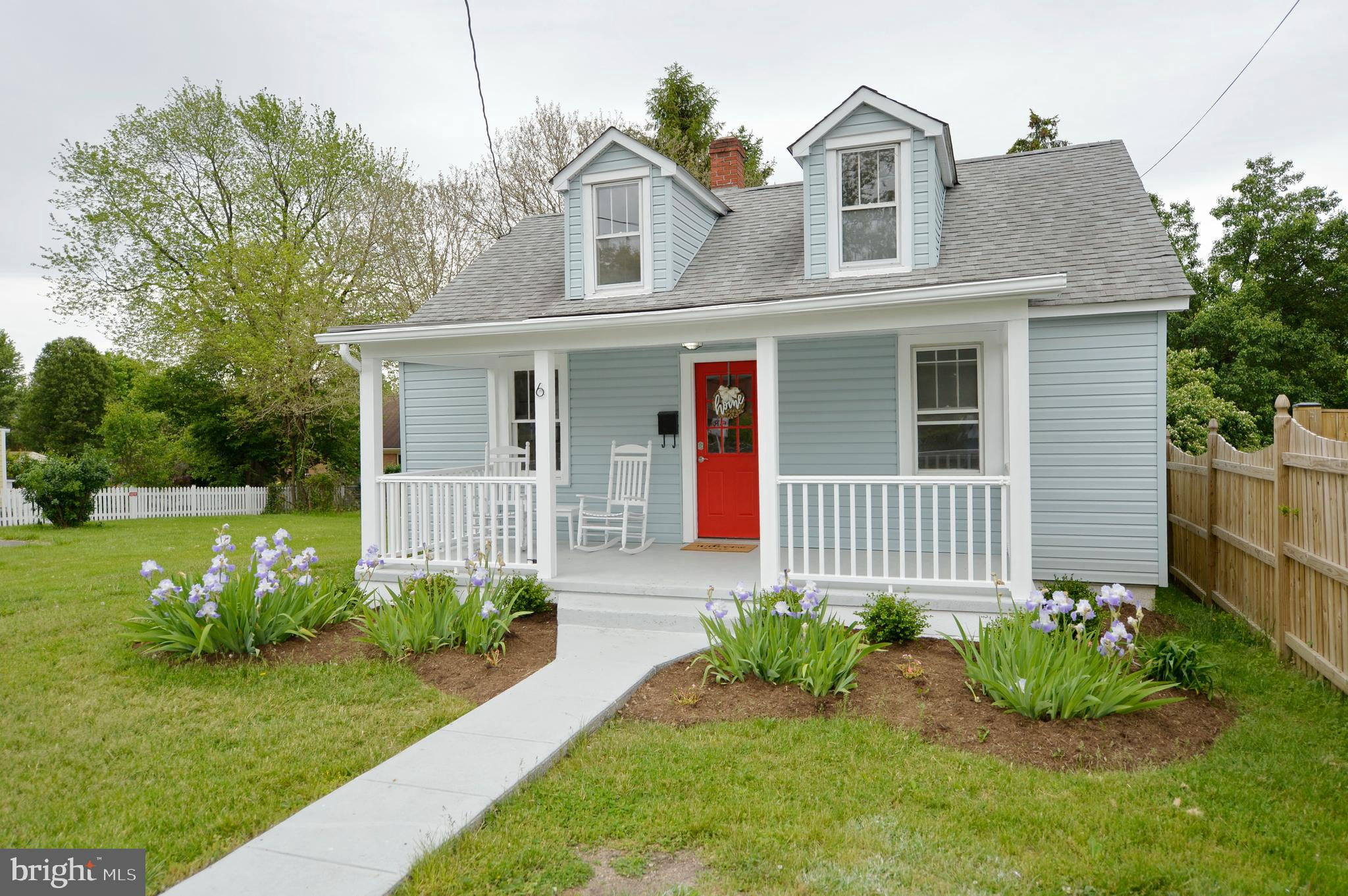 ONE OF THE LARGEST LOTS IN THE HEART OF BERRYVILLE! WALKING DISTANCE TO DOWNTOWN. RENOVATED THROUGHO