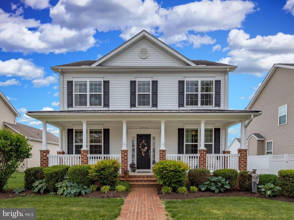 Beautiful Hayden floor plan. Owner has added several custom upgrades. Home is in impeccable conditio