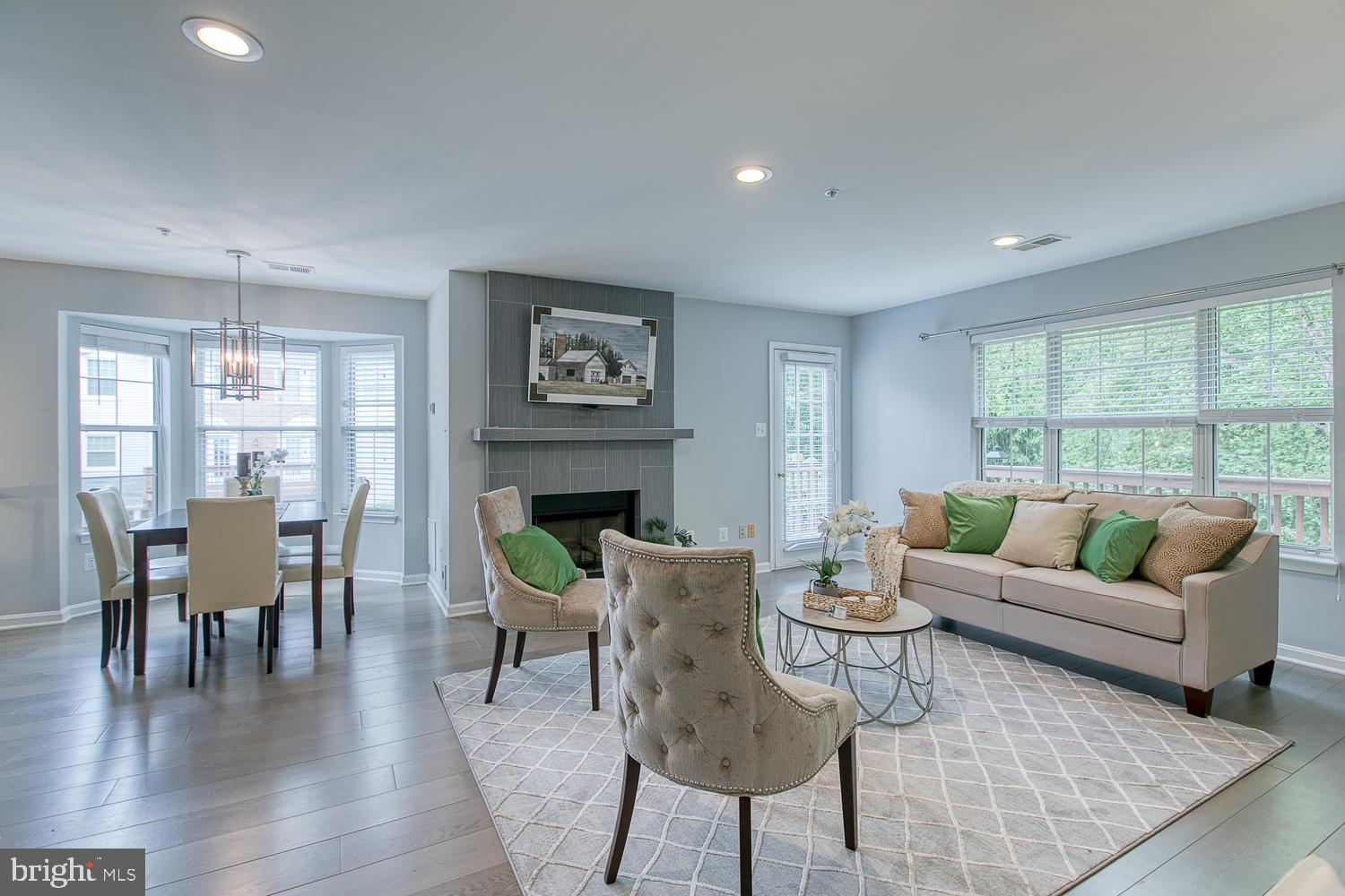 Renovated and Amazing Carriage Park home! Beautiful end-unit Townhome in Carriage Park! This 3BR/3.5