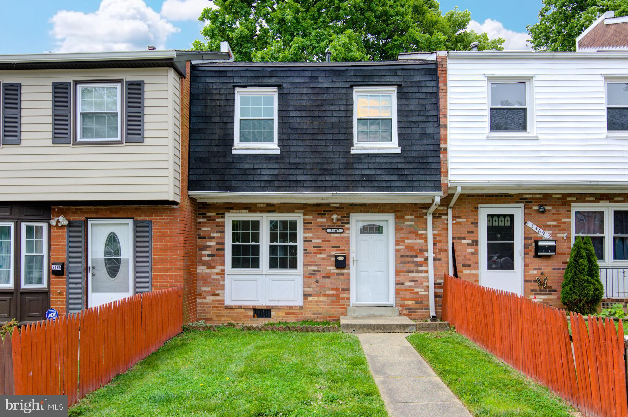Desirable Sun filled town home with a spacious fenced in backyard!  Move in Ready with plenty of pri
