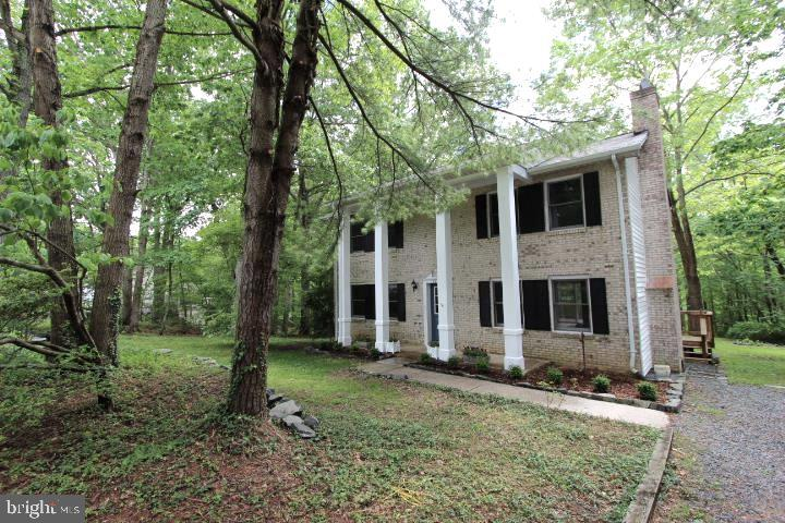 WELL MAINTAINED COLONIAL WITH 4 BED ROOMS AND 2.5 BATHS LOCATED ON A DEAD END STREET** no HOA**WOODE