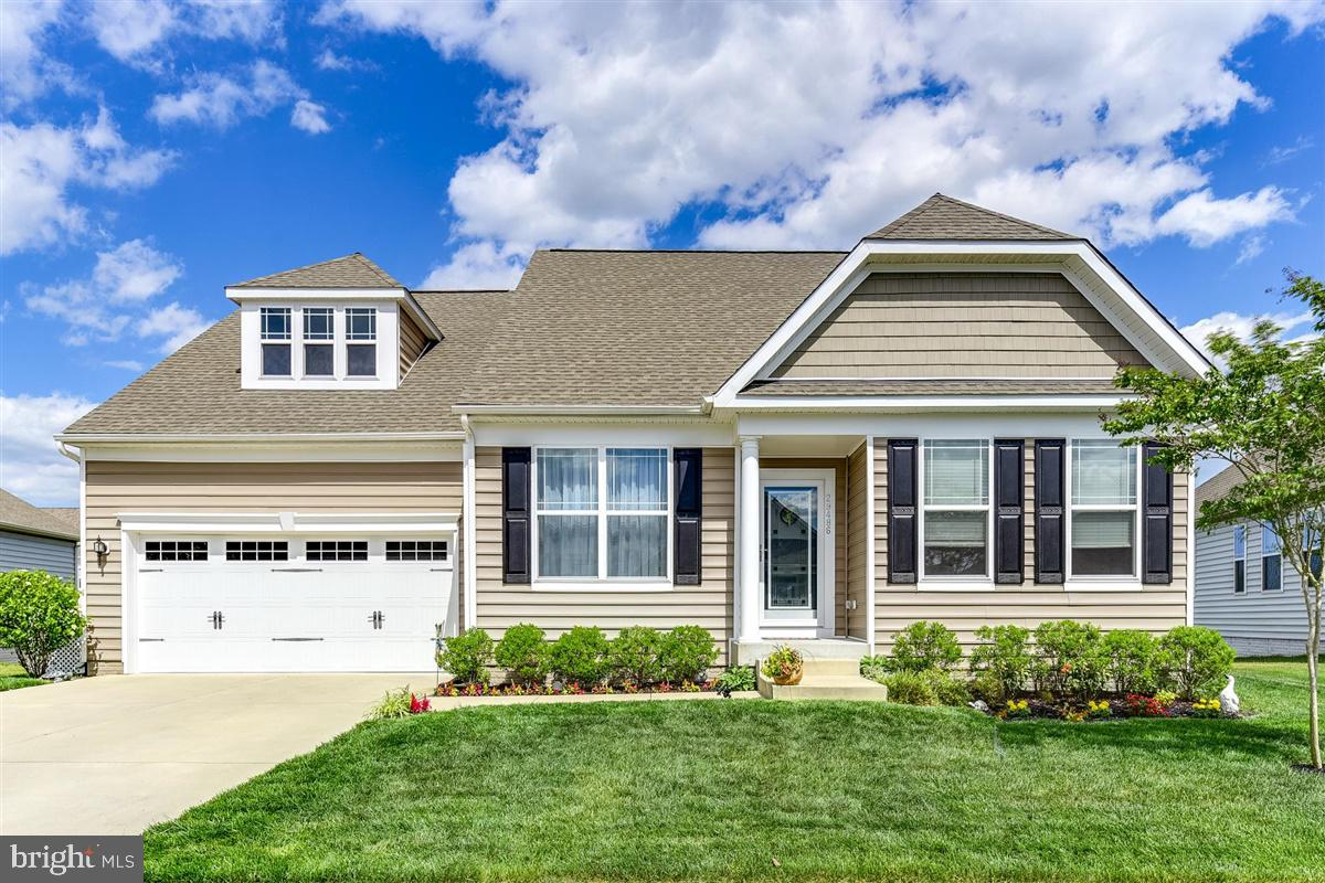 Delaware Golf Course Community dream home is waiting for the perfect family ready to move in. This m