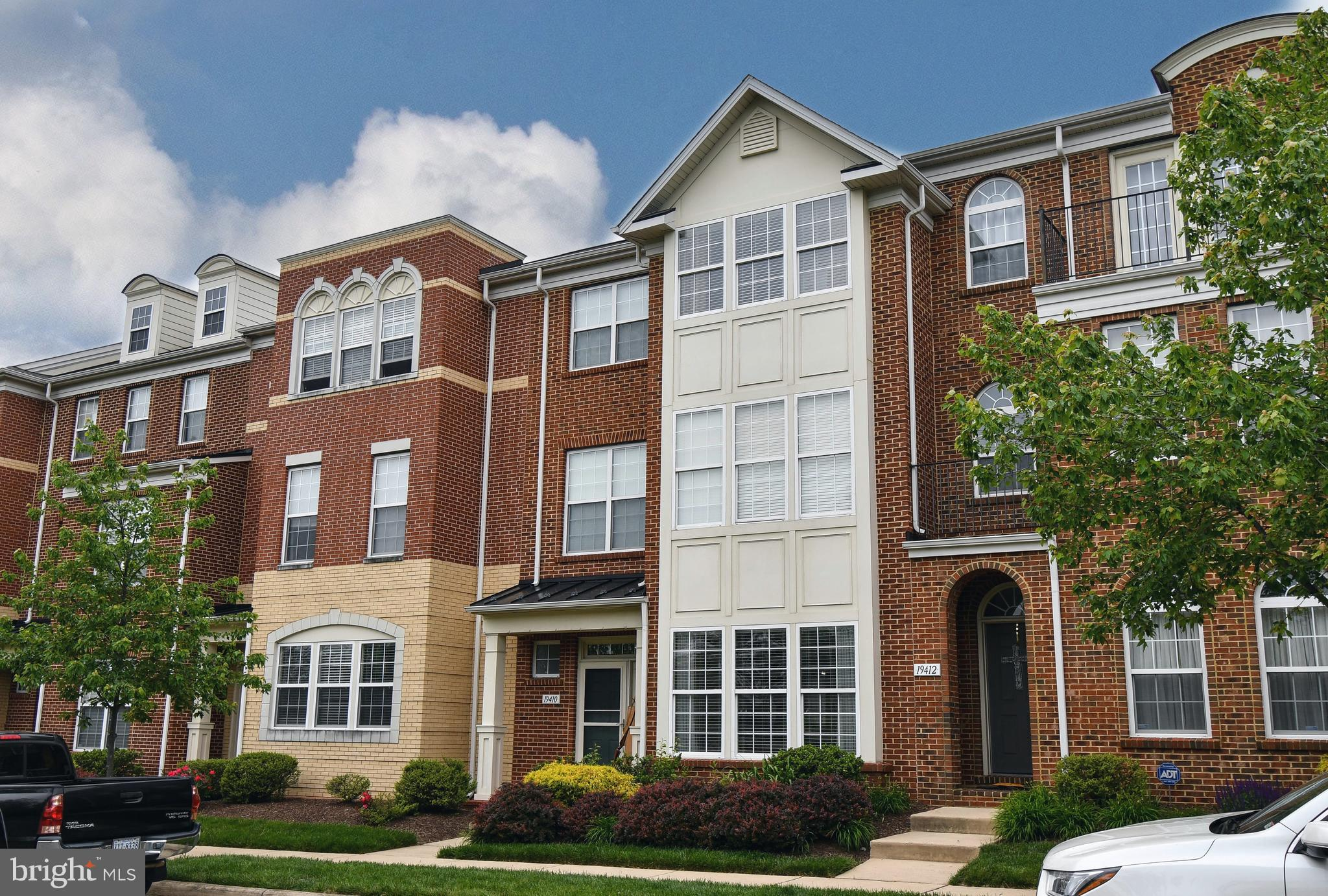 LOCATION! LOCATION! LOCATION!   THIS 3 LEVEL LUXURY TOWNHOME FEATURES 5 BEDROOMS, 4.5 BATHS, AND ALM
