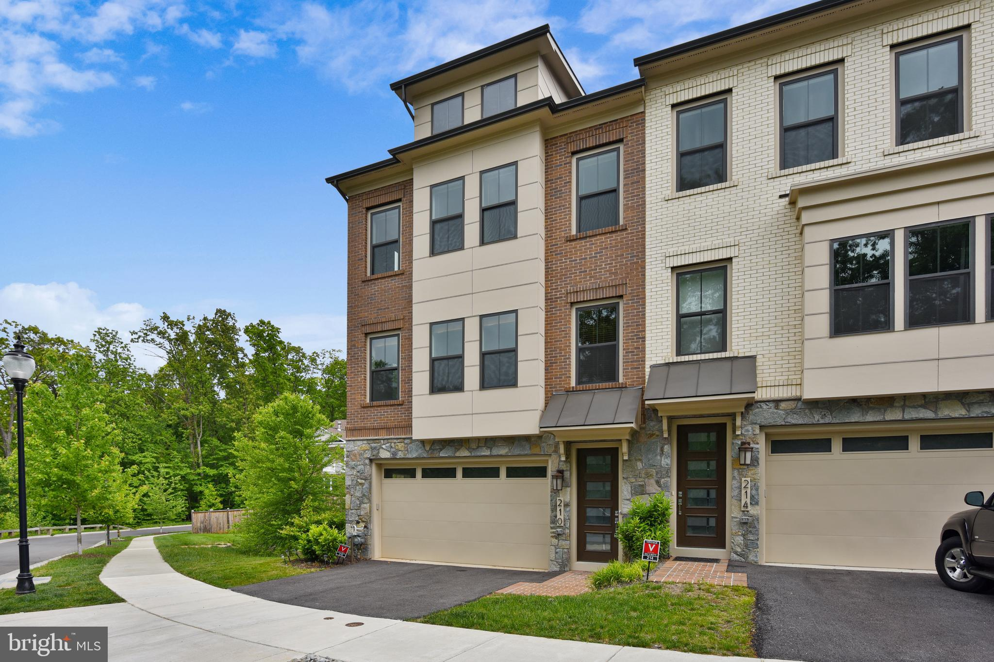 GREAT LOCATION, GREAT NEIGHBORHOOD - Stunning Large, End-Unit,  CRAFTMARK Townhome in the Parklands