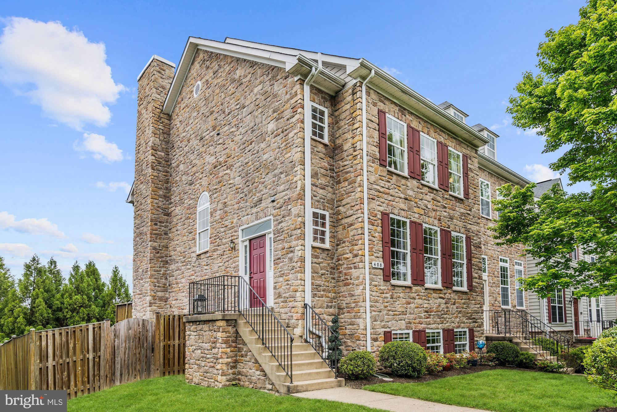 Stunning end-unit townhome in desirable Townes of Branbury Glen! Side entry & open, flowing layout m