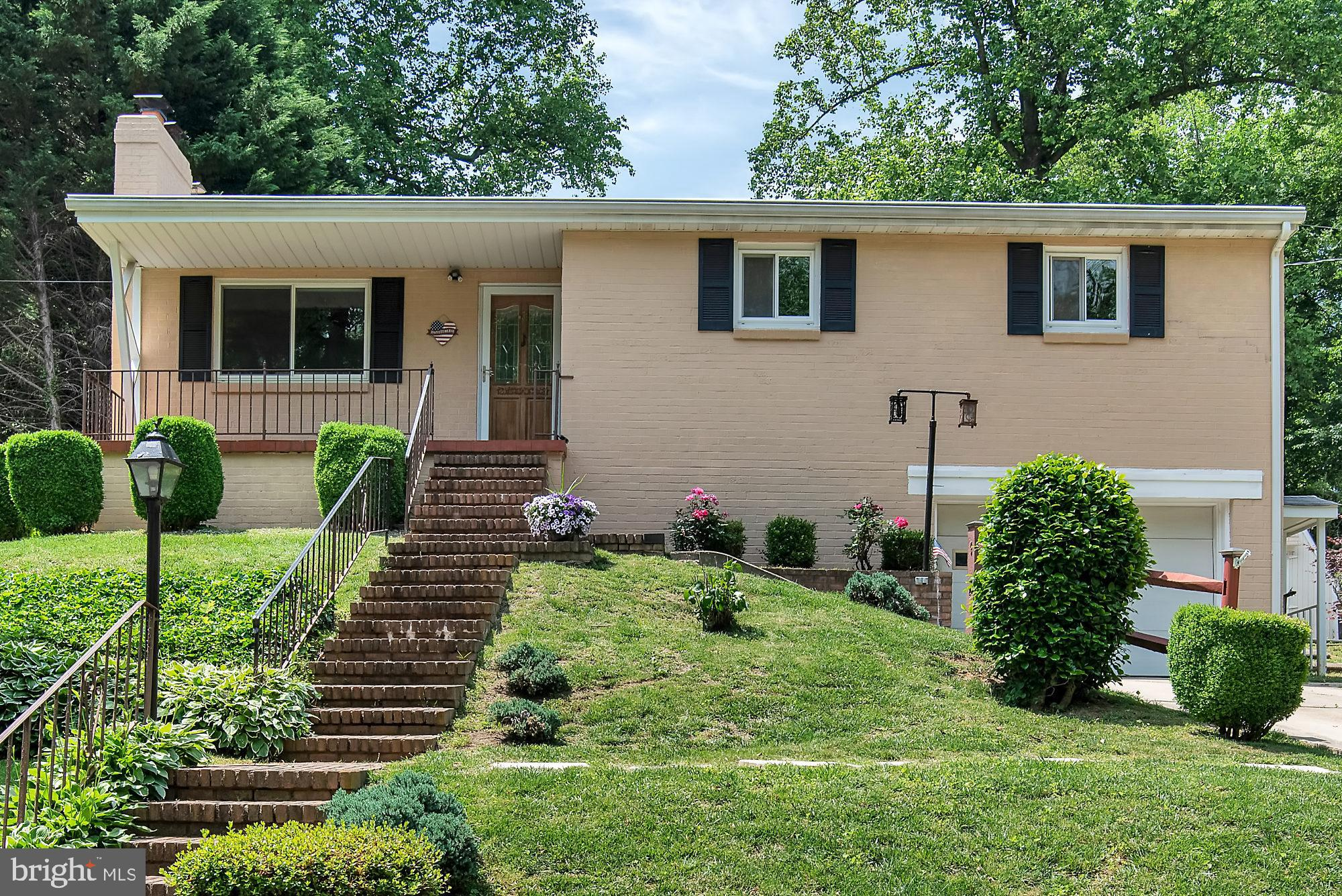 Welcome to this 3BR, 2.5BA home in Broadneck. This slightly elevated home has a great view of the ne