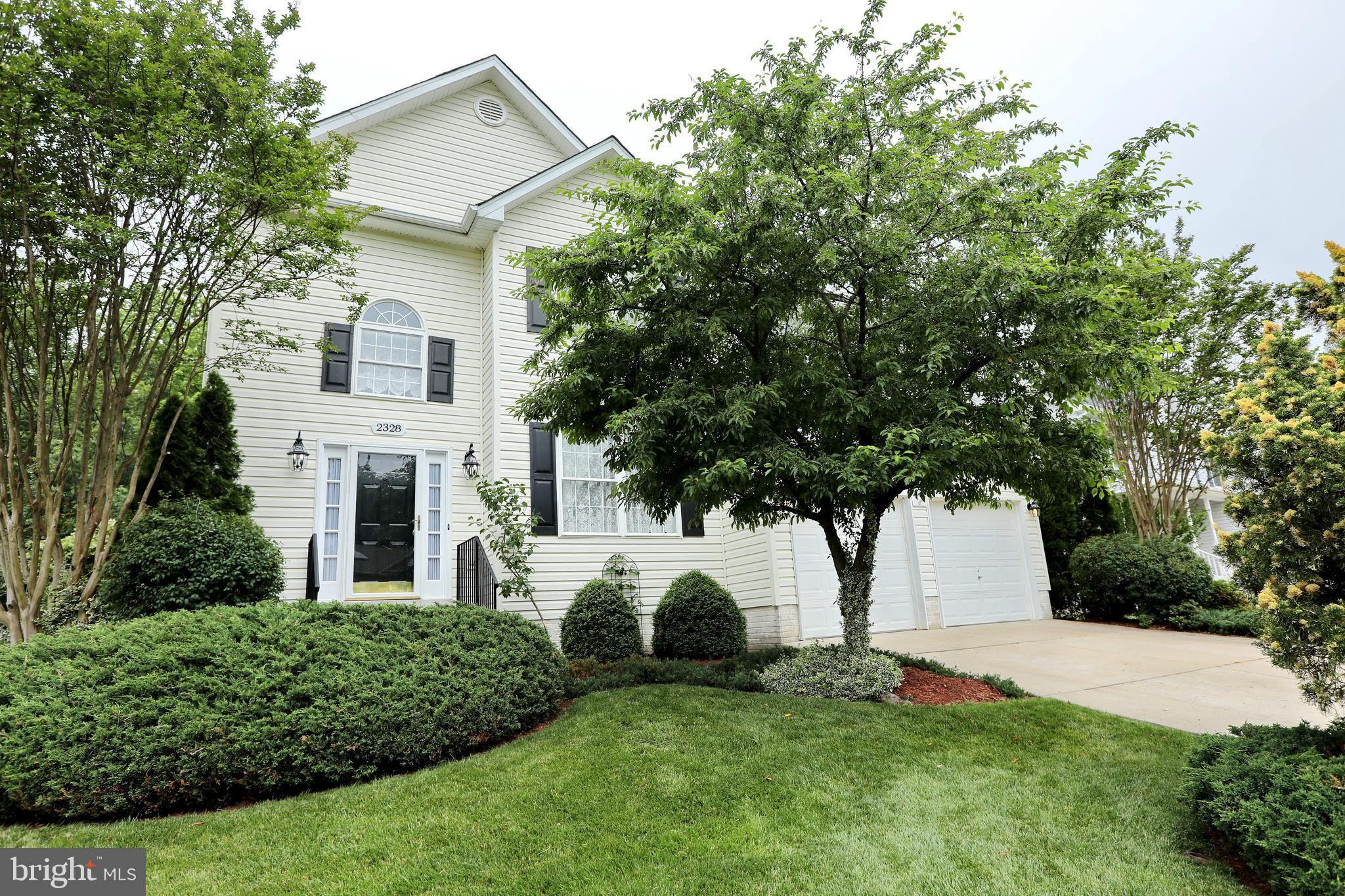 This beautiful three-level Colonial, located in the desirable Ashford Oaks neighborhood, offers 2,42