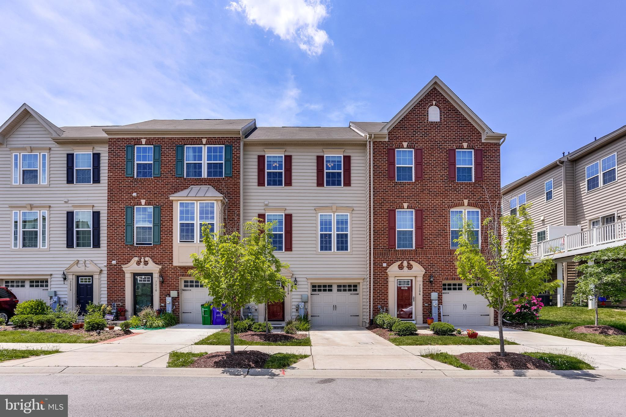 Beautiful 1 car garage townhome in Howard Sqaure.   3 bedroom and 2.5 bath.  Rare facing to open spa