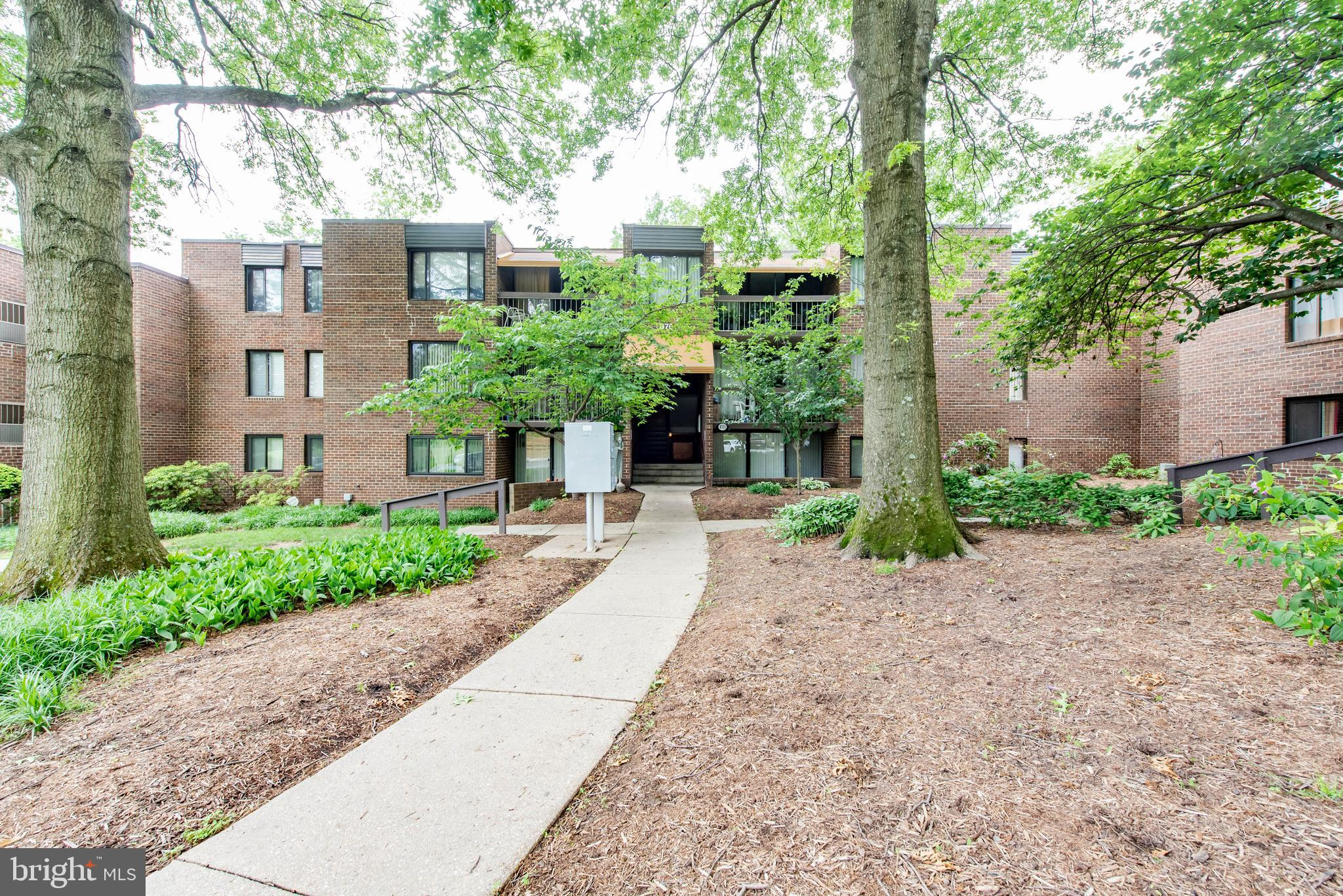 Beautiful modern appointed 3 bedroom condo with remodeled eat-in kitchen with shaker cabinets, deep