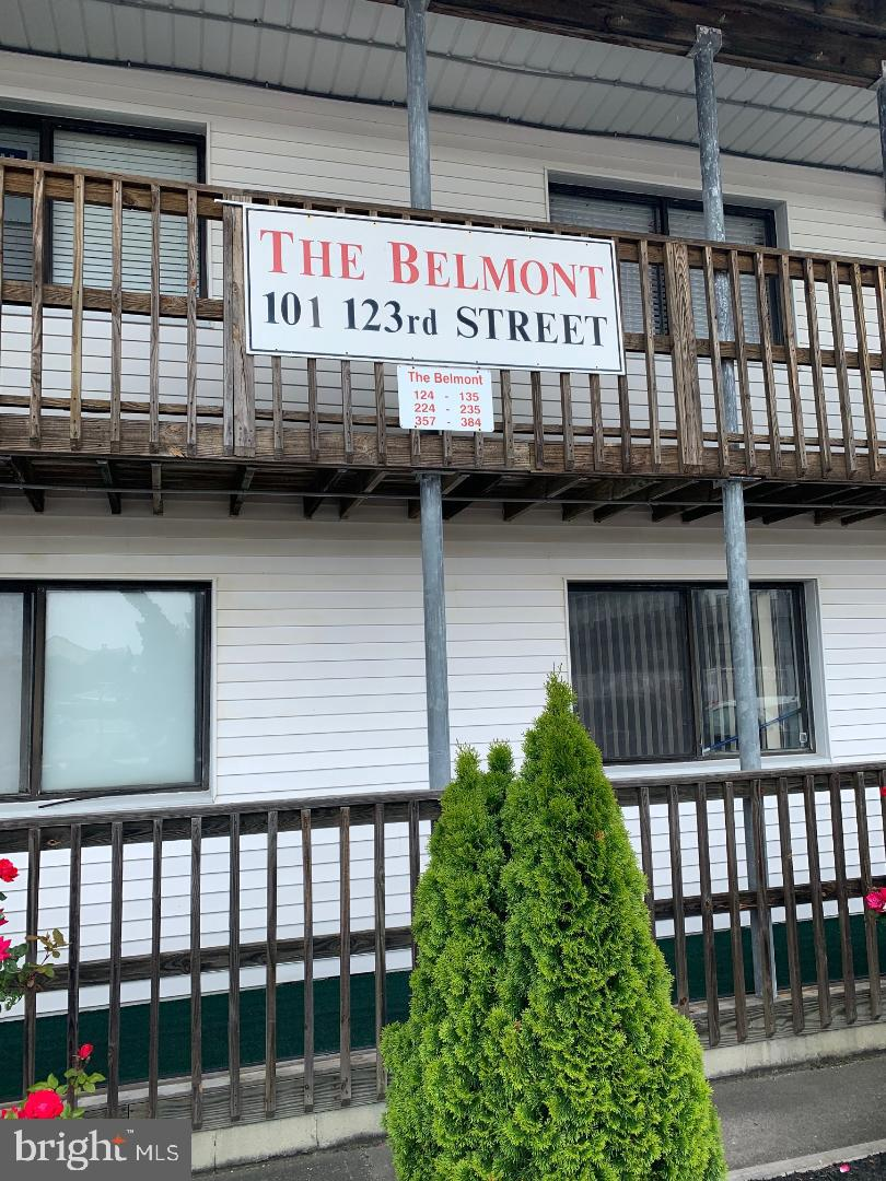 Welcome to this Newly Updated Unit in The Belmont Building of the Jockey Beach Comm.  Make  Your Mem