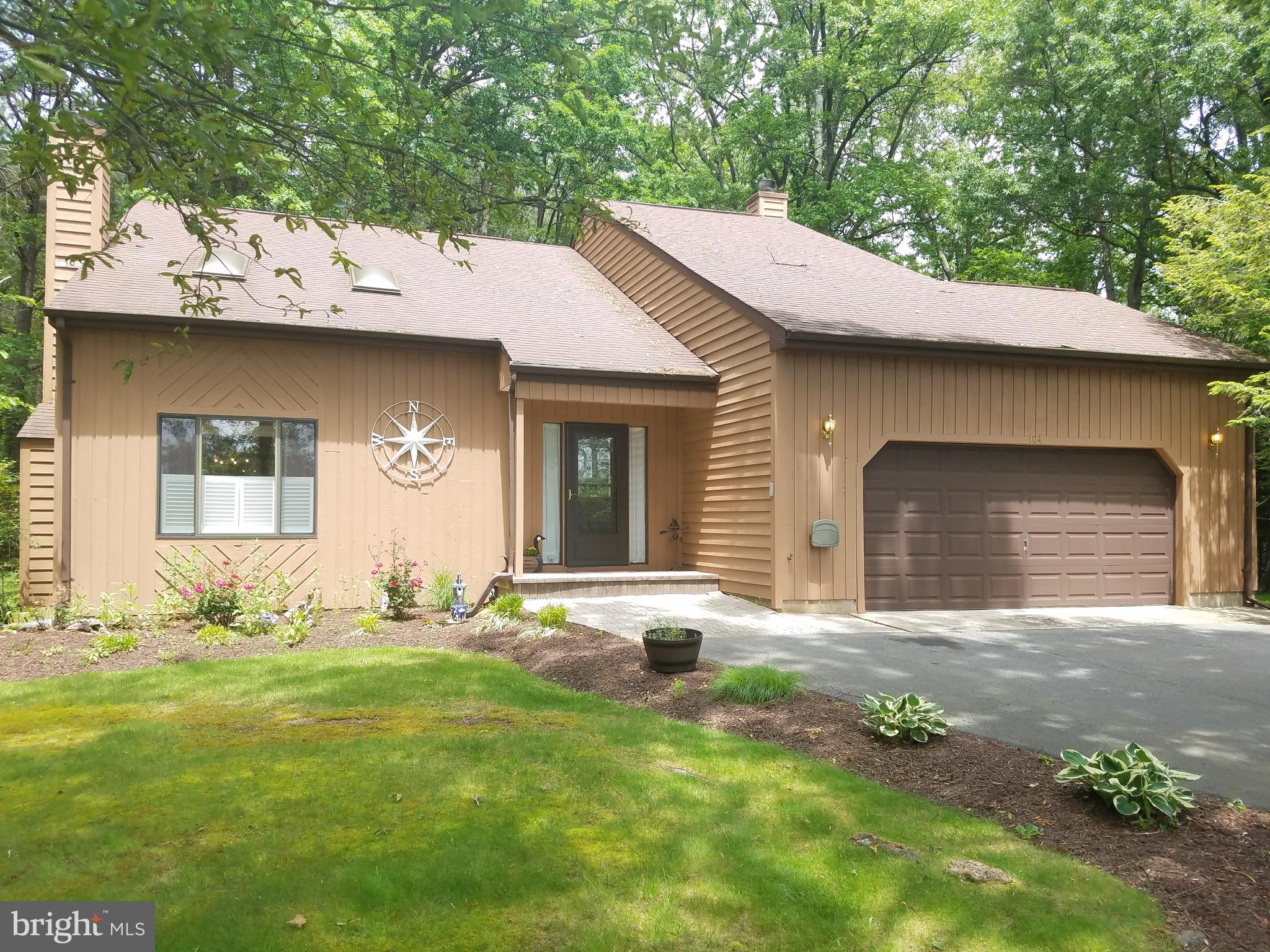 Coastal Contemporary, 2,000 sq. ft. home on private 1/2 acre beautifully landscaped level lot.    Th