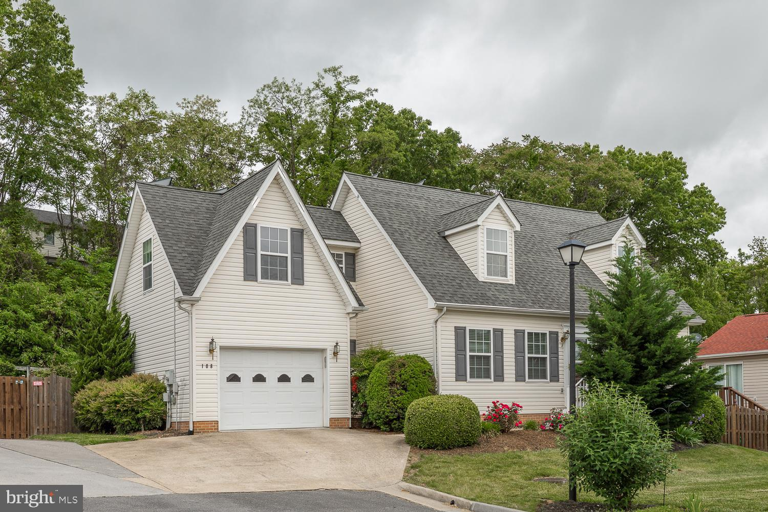 Welcome home to this adorable low maintenance cape cod in the desirable Canterbury Square.  Stainles