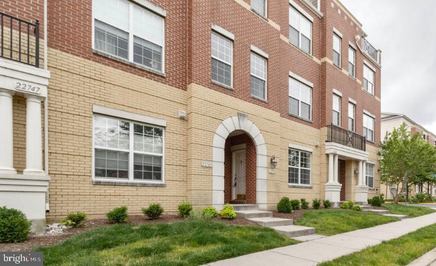 Beautiful townhouse style condo in highly sought after Brambleton community.  Enjoy walking to Bramb