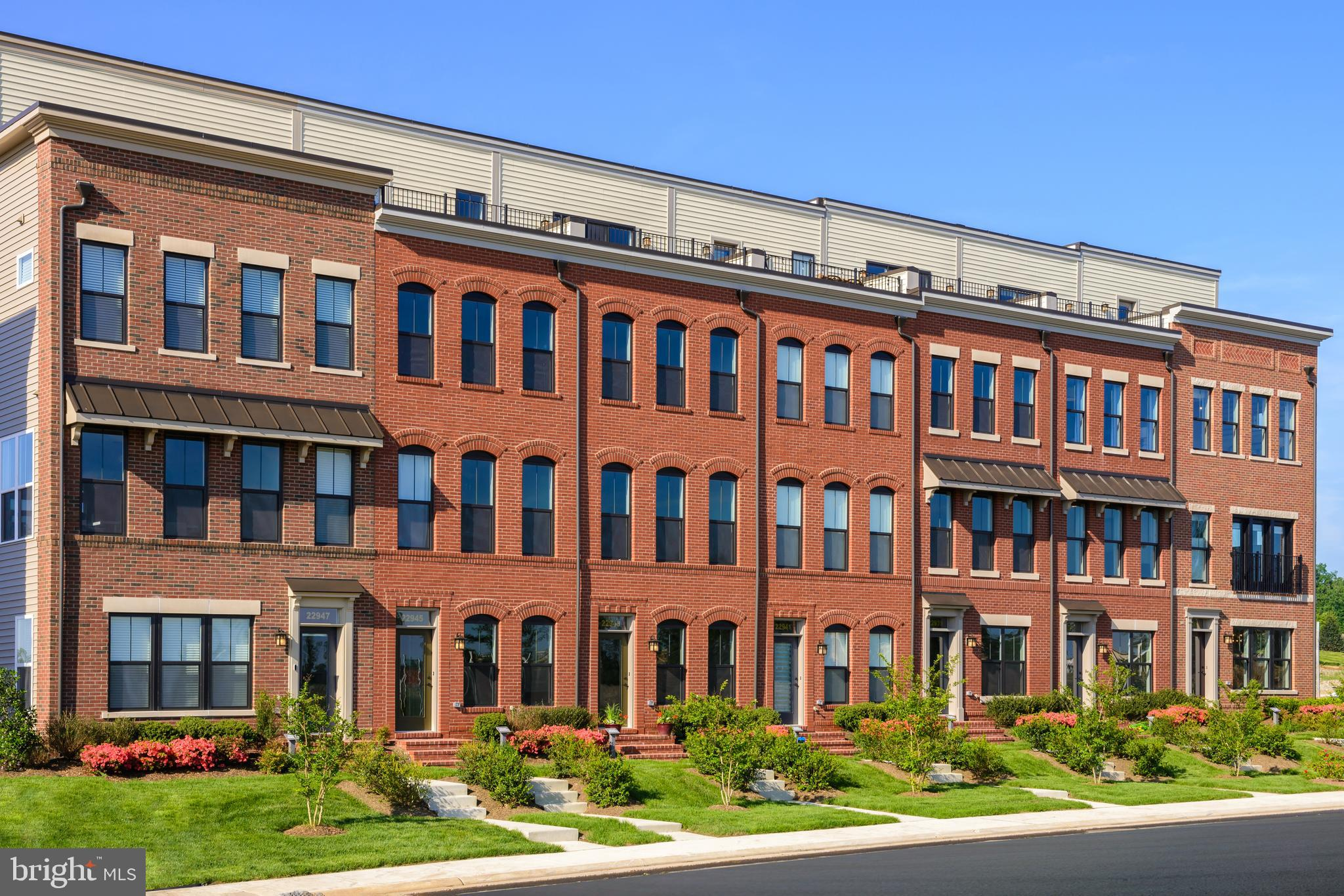 Rockland! To Be Built. Steps away from Brambleton Town Center, 2988 sq ft of living space. Private o