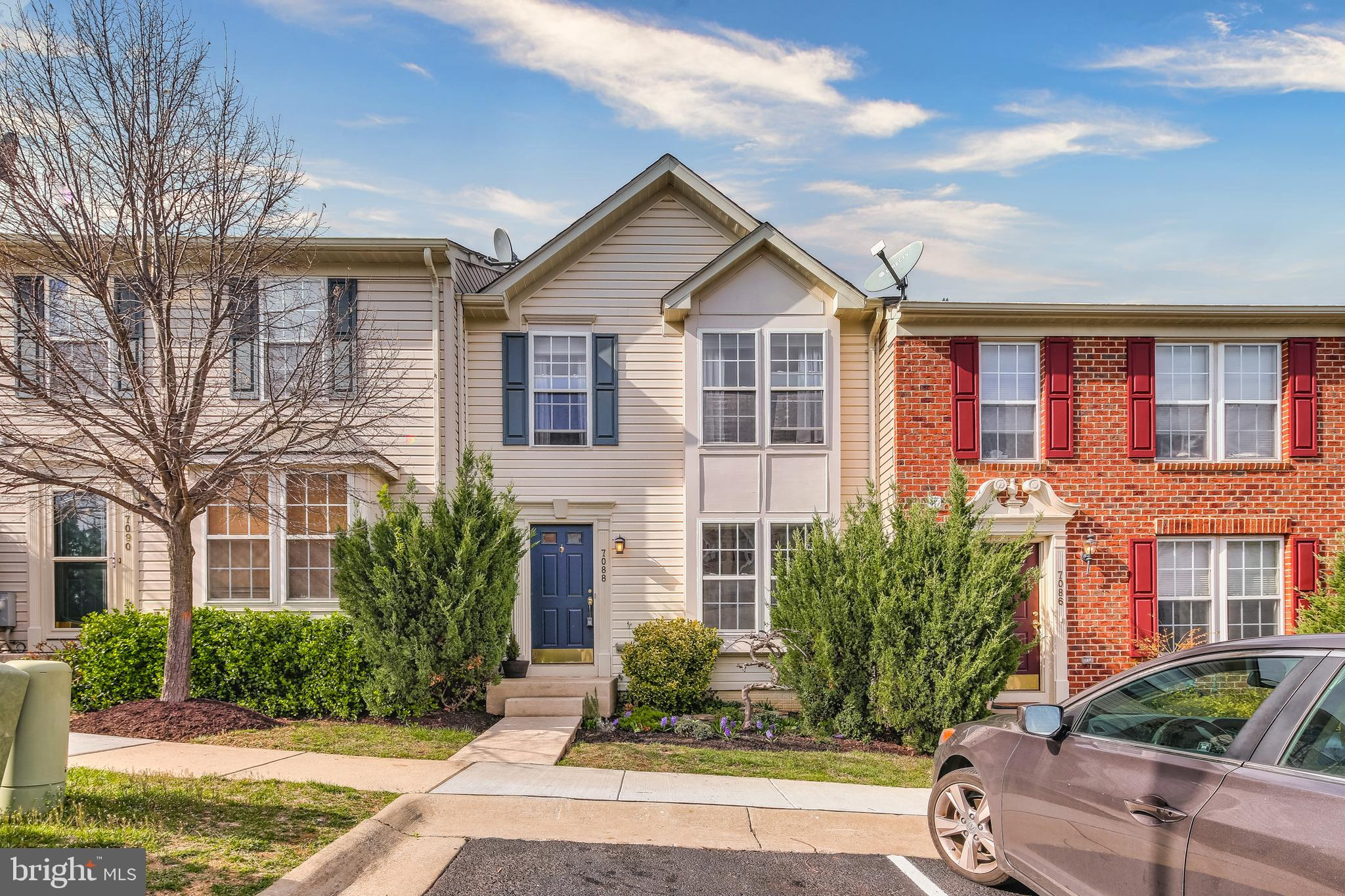 METICULOUSLY MAINTAINED TOWNHOUSE NOW AVAILABLE IN HOWARD COUNTY. THIS 3 BEDROOM 2.5 BATH HOME AIMS