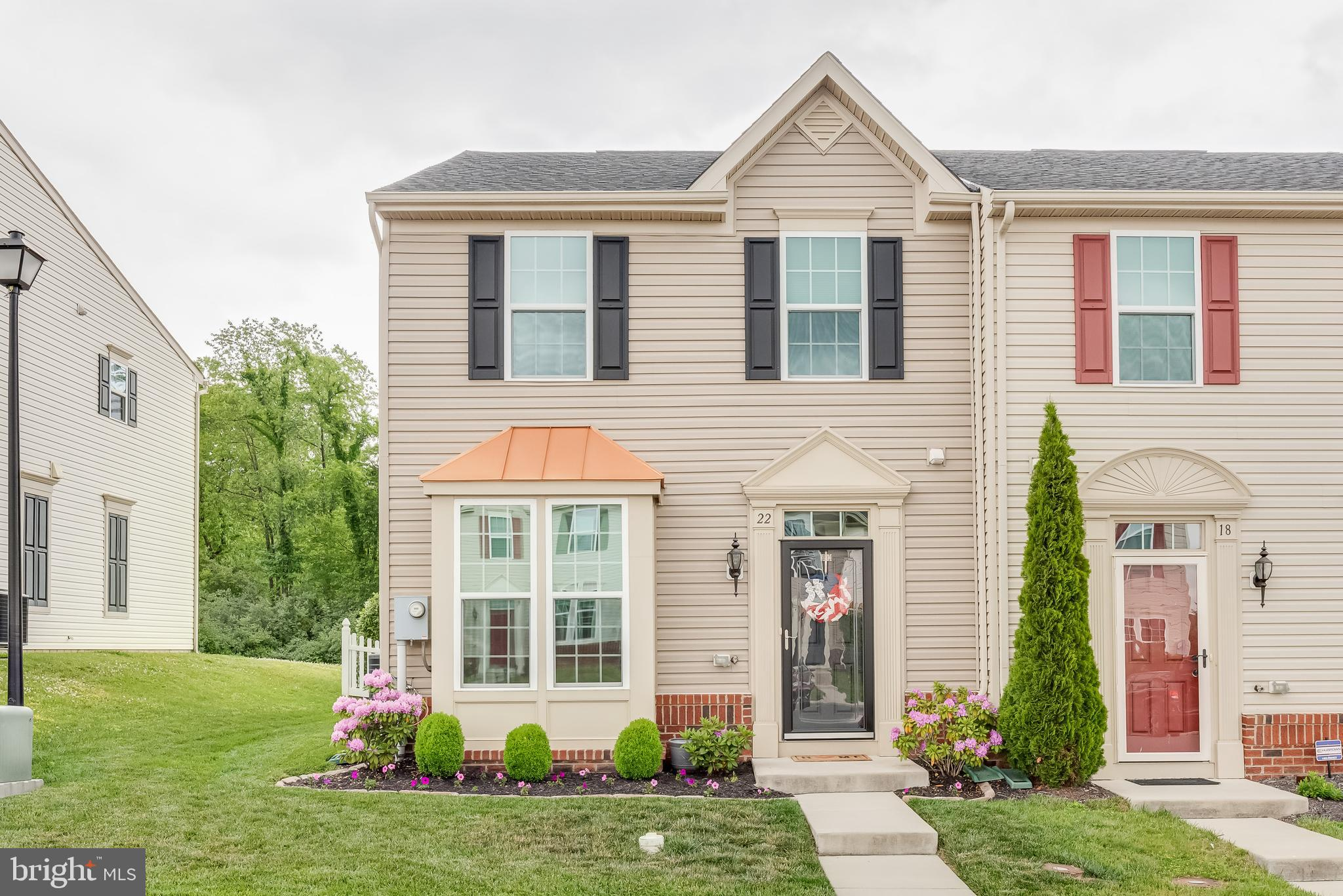 WELCOME HOME...THIS BEAUTIFUL AND COZY END UNIT TOWN HOME OFFERS 3 BEDROOMS AND 2.5 BATHS, WITH UPGR