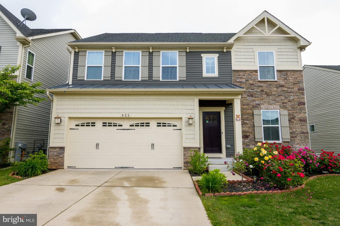 Fully upgraded Venice model in the Creekside Village community of Glen Burnie.  This property has an