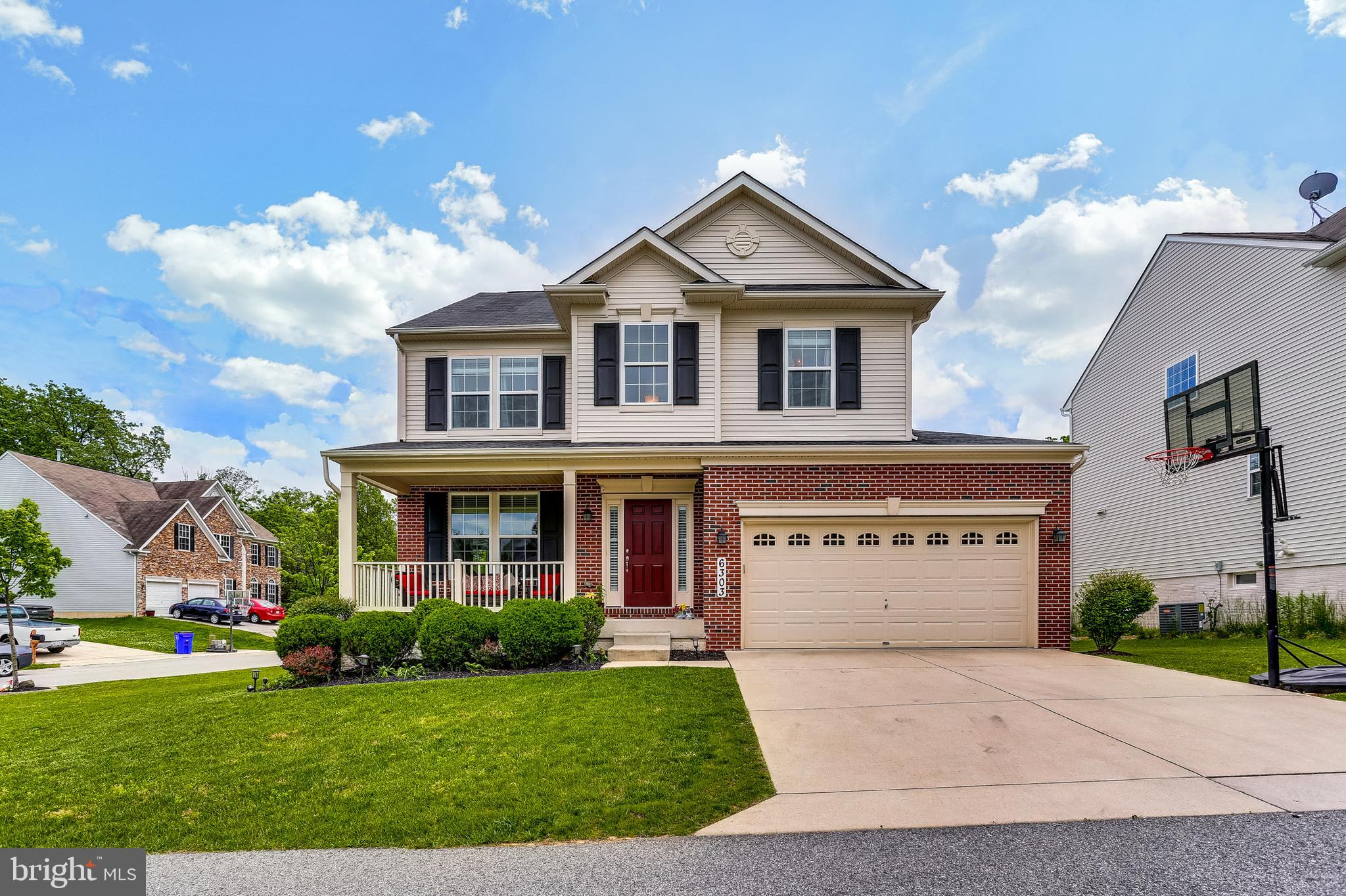 STUNNING TURN-KEY FAMILY HOME!  Wide Open Floor Plan boasting Two-Story Foyer, Nine-Foot & Tray Ceil