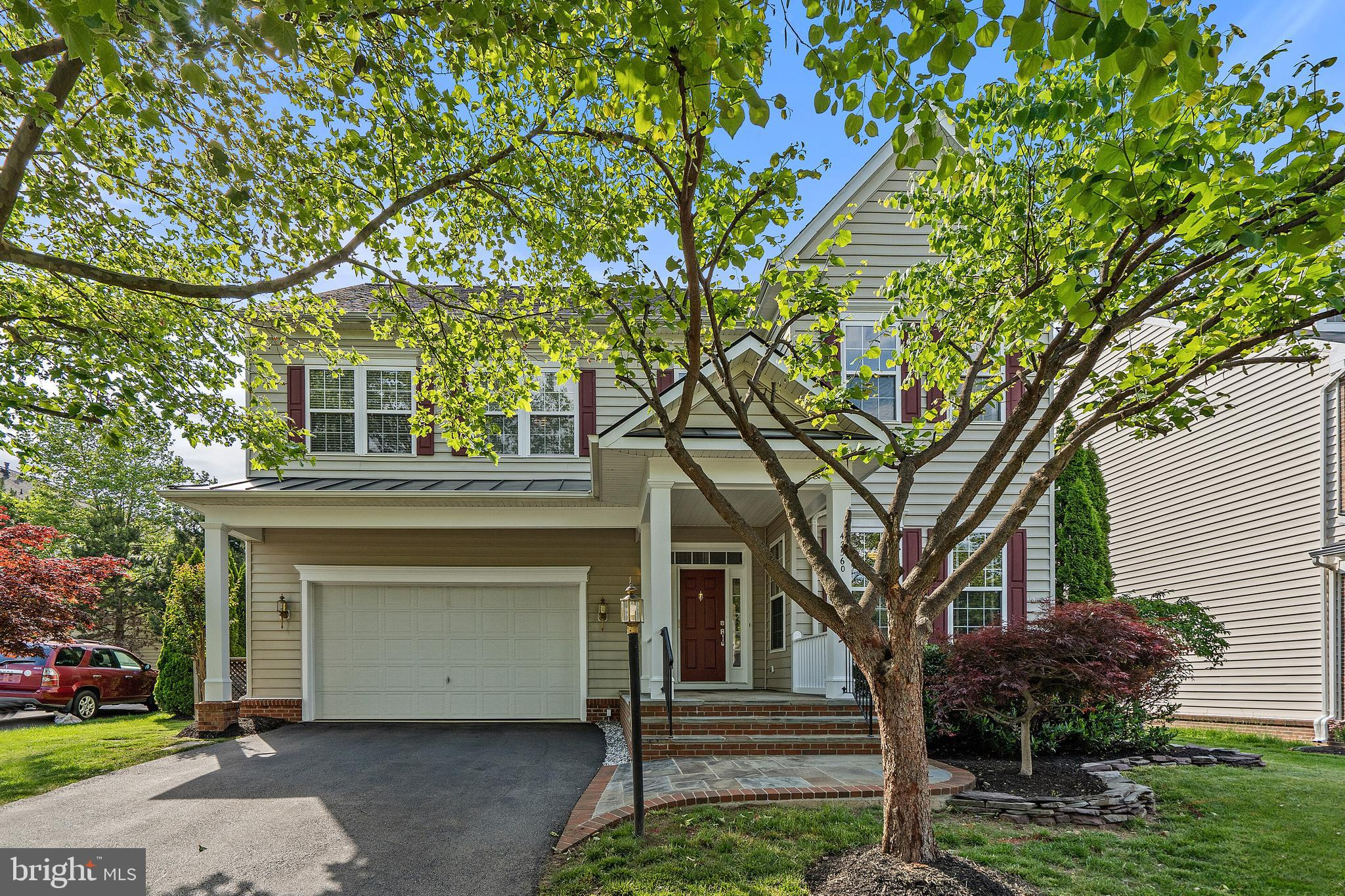 Beautiful 4 Bedroom, 3.5 Bath Colonial in Brambleton! Brand New Roof! Lovely updated kitchen with Qu