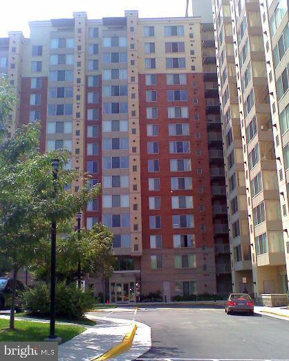 Spacious and light-filled 2BR, 2BA condo, with roomy walk-in closet in master bedroom, balcony with
