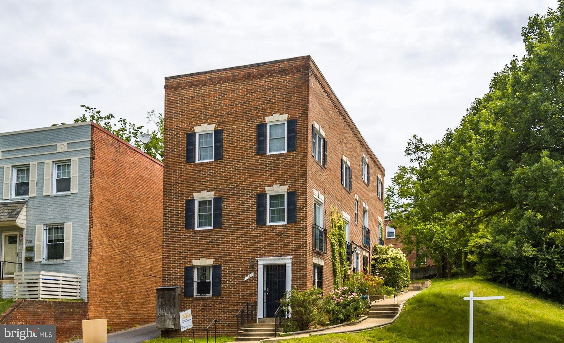 Top Floor, Two Level Condo located Four Blocks to Eastern Market Metro * Abundance of Light includin