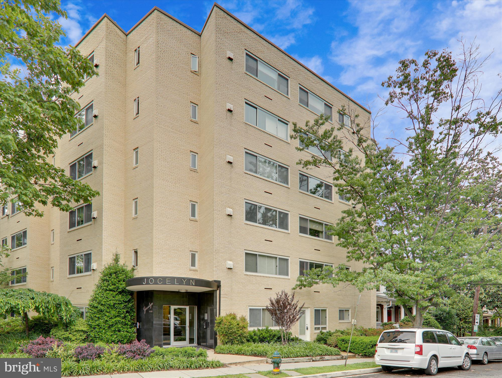 JUST LISTED!  Fab 2BR/2BA condo with 2 exclusive separate entrances to unit: Private Jocelyn Street
