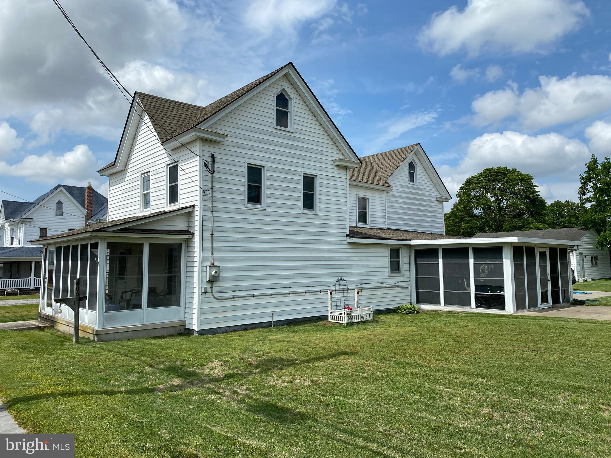 Looking for Mardela School Disrict??  Spacious 3 or could be 4 bedroom home in the quaint town of Sh