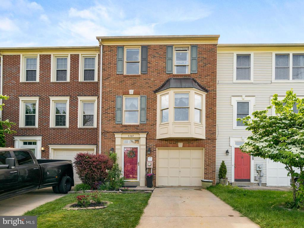 One of the largest models in Kingsbrook!! Lovely view of Ballenger Creek and walking trails! This ho