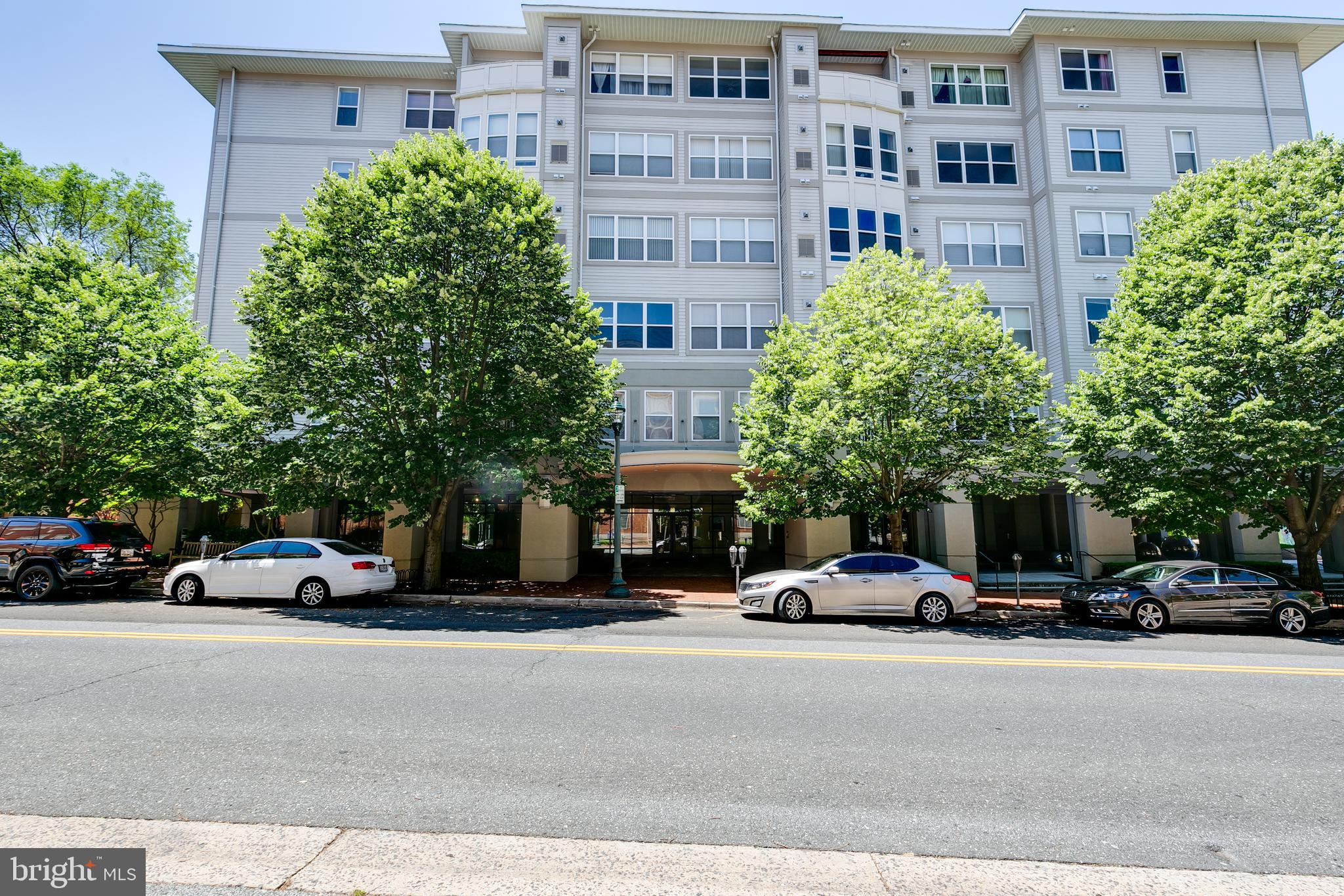 Enjoy the convenience of city Living with walking distance to Metro, restaurants and shopping. Large