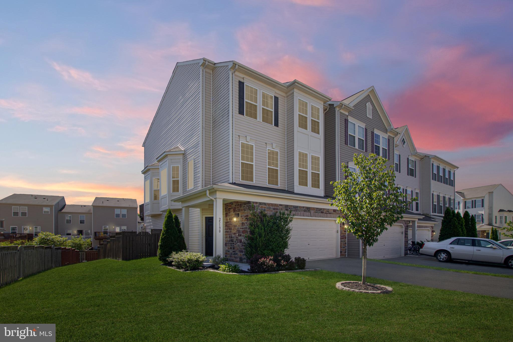 Welcome to 25190 Hummocky Terrace in Stone Ridge. Gorgeous END UNIT townhouse filled with natural li