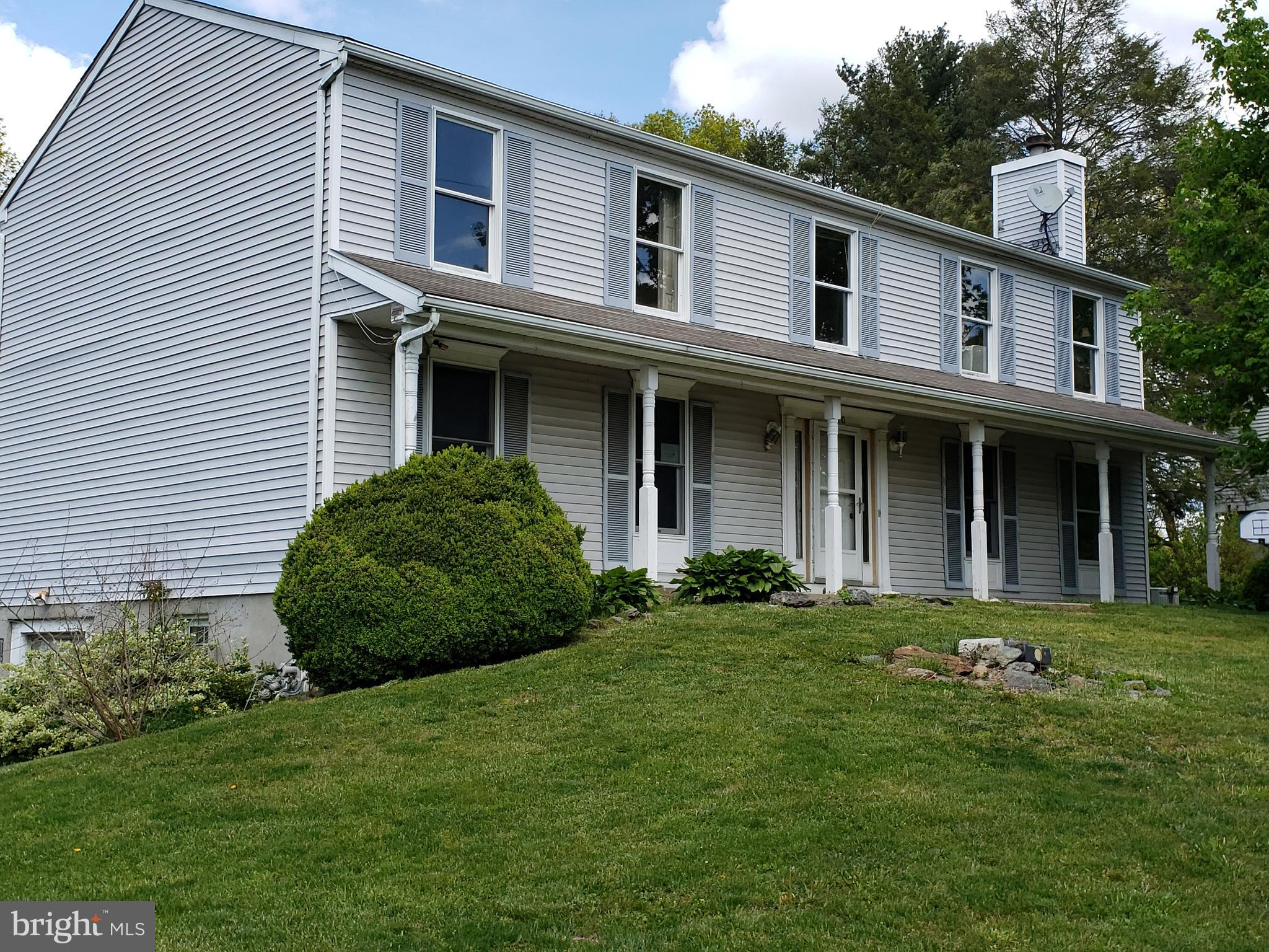 "**** FORECLOSURE **** THIS 4 BEDROOM, 3 FULL BATH, VINYL SIDED COLONIAL IS OFFERED ""AS IS"" (SELLER W"