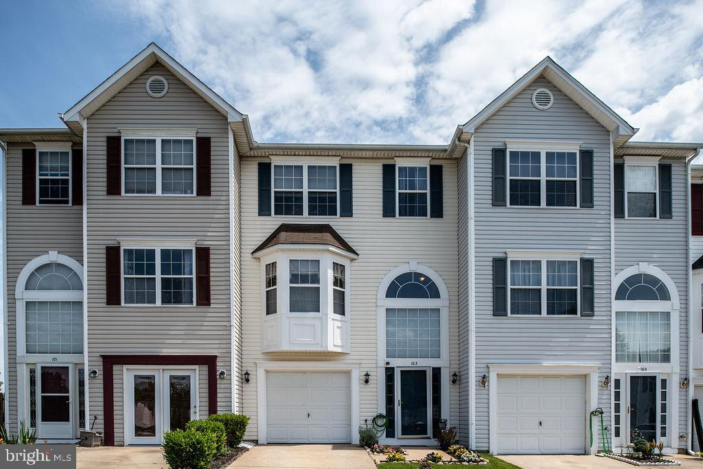 Amazing 3 Level, 3 Bedroom, 2 1/2 Bath Townhouse in Stone River! Ample outdoor entertaining space wi
