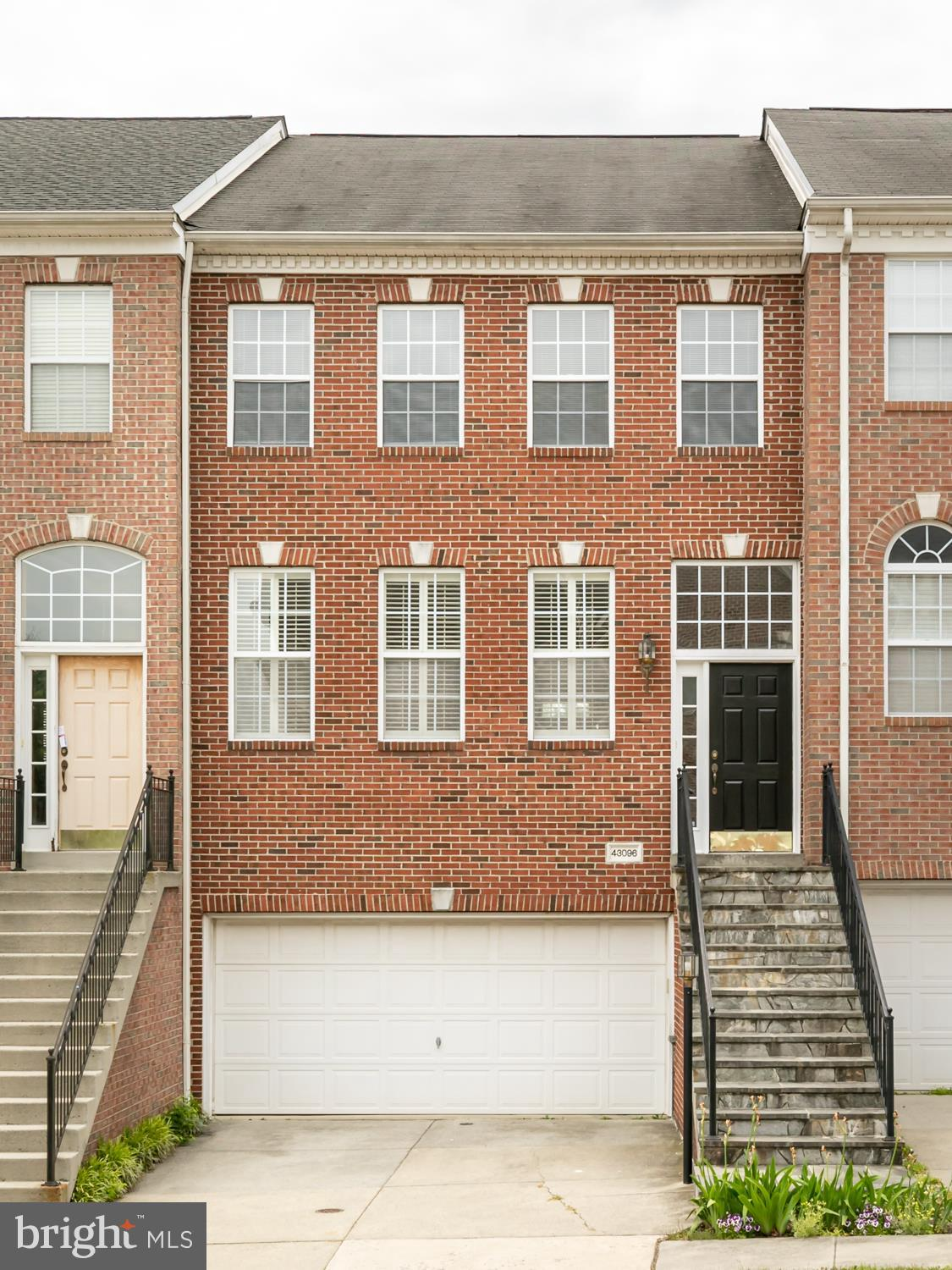 Don't miss this opportunity to own in Potomac Station for under $500K! Community Amenities abound wi