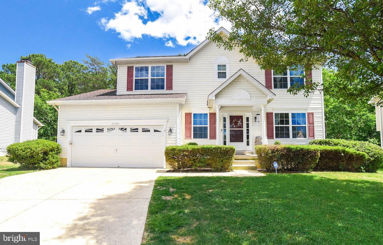 Beautiful Colonial w/4 bedrooms, 3 1/2 bathrooms, and a full finished basement ready for you to call