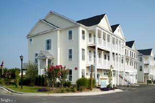 Enjoy the beach in this spacious townhome in convenient West Ocean City location.  Entry foyer leads