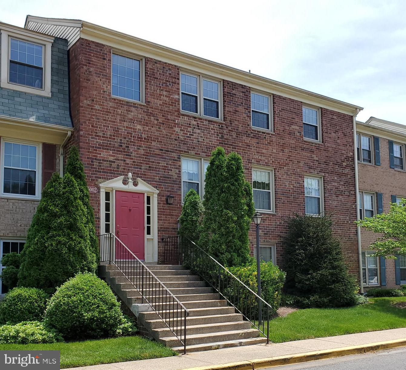 Welcome to this conveniently located condo development in the Westchester Park Community near Colleg