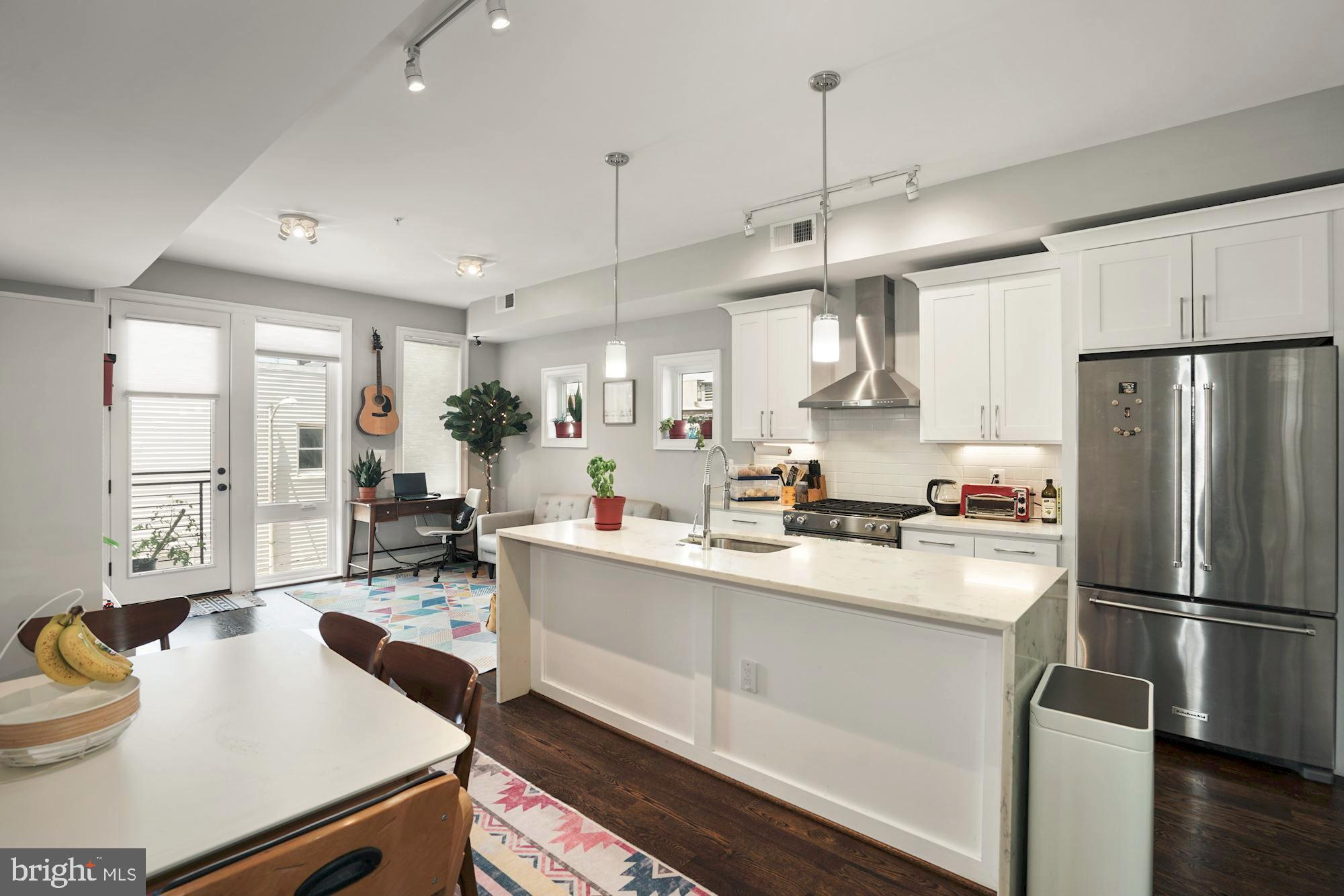 Light-filled, spacious 2bed/2 bath condo in a boutique building located in the heart of Petworth nei