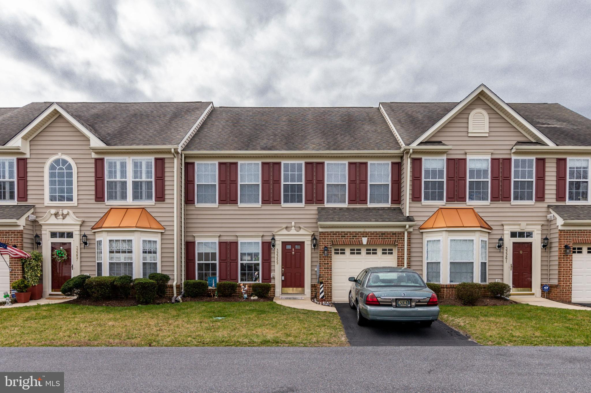 Beautiful 3 bedroom, 2 and a half bath townhome with a large first floor master suite with a walk-in