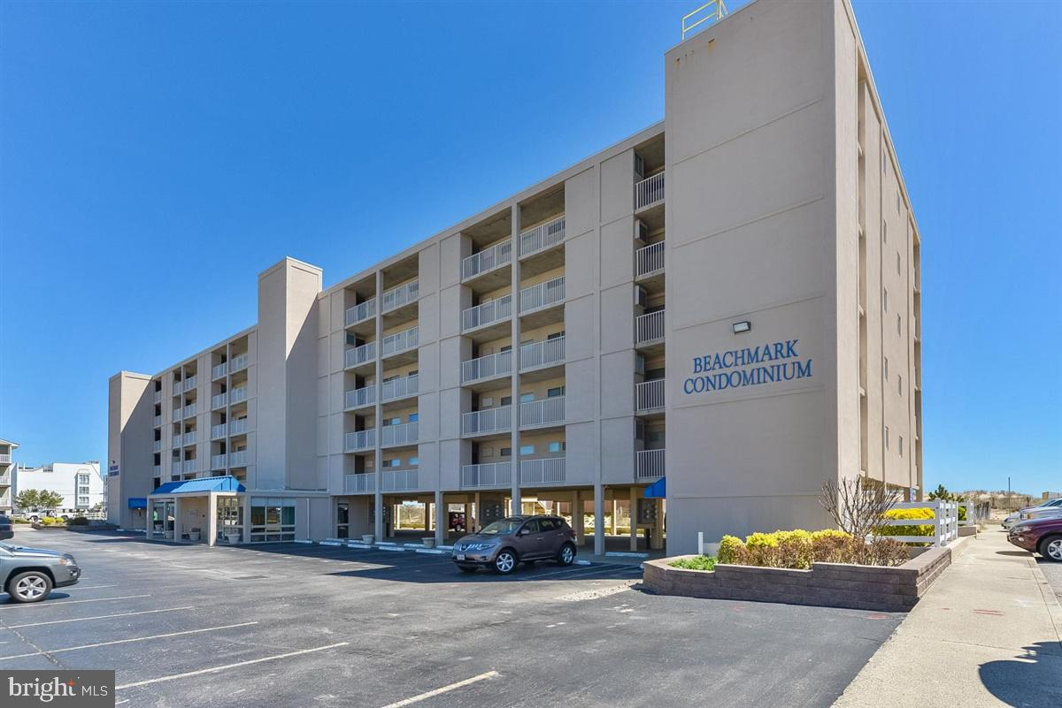 Direct Oceanfront Top Floor 2 Bedroom 2 Bathroom End Unit at the well maintained Beachmark Complex o