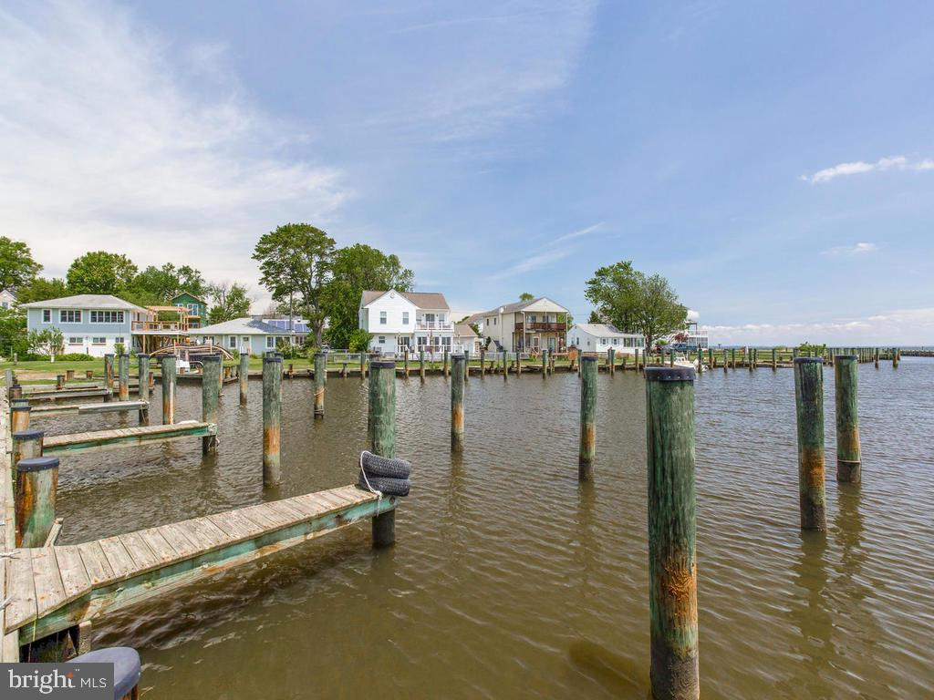 AMAZING VIEWS * BOAT SLIP * WALK TO THE BAY * THIS ADORABLE HOME HAS JUST BEEN PAINTED * AND BRAND N