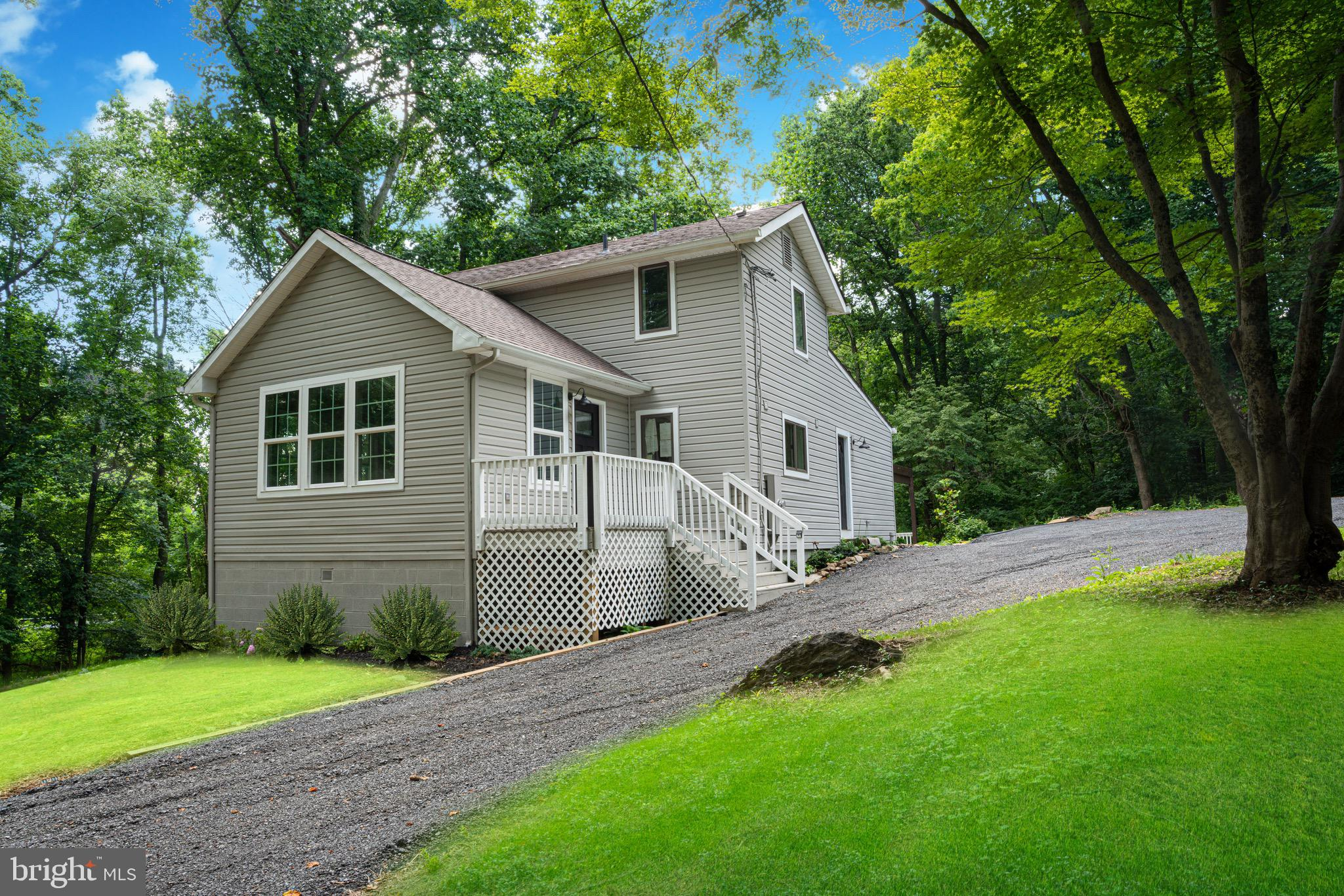 Re/Max Elite services is proud to present this fully renovated  single  family  house that you can s