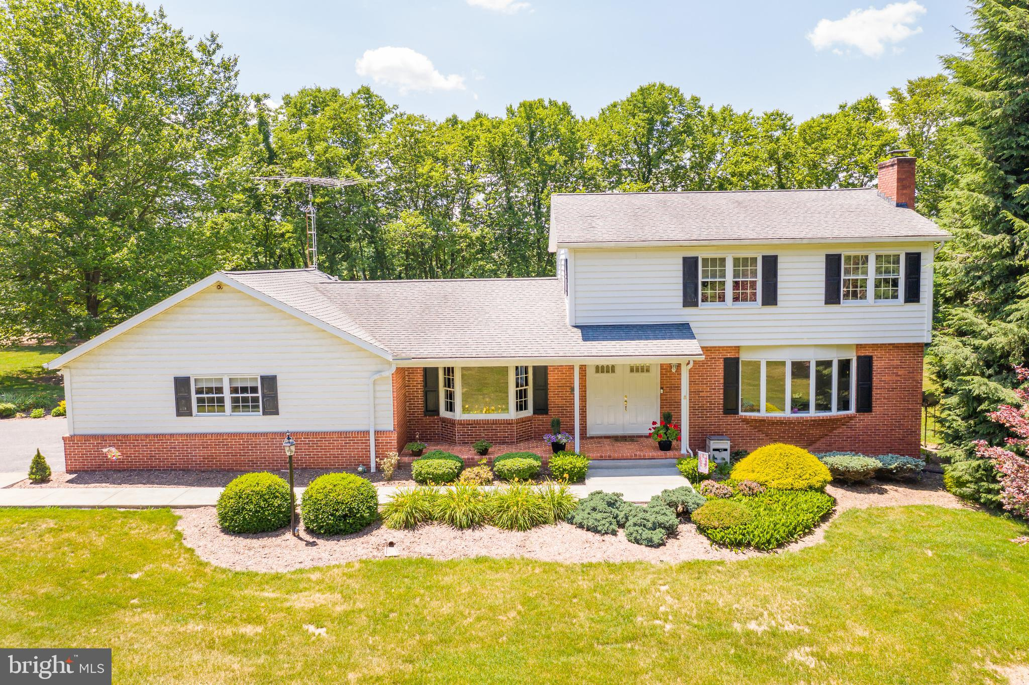 Opportunity to  own  property in the highly desirable Honeywood on the Potomac.  Use of pool, tennis