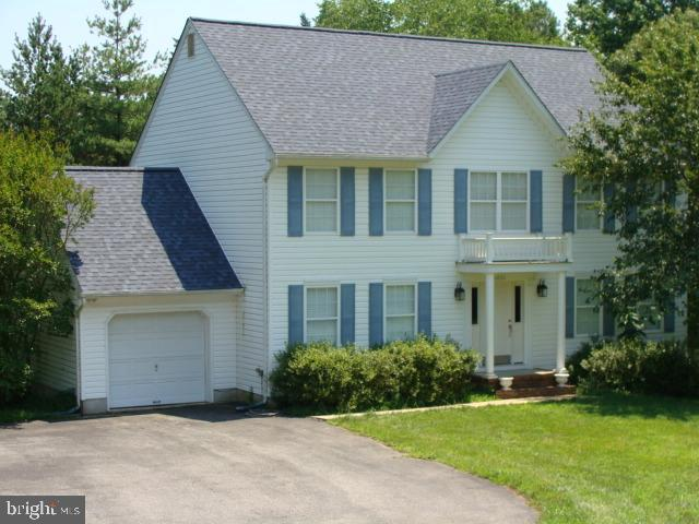 Spacious Colonial in convienient Owings location. Generous room sizes throughout and a great flow fo