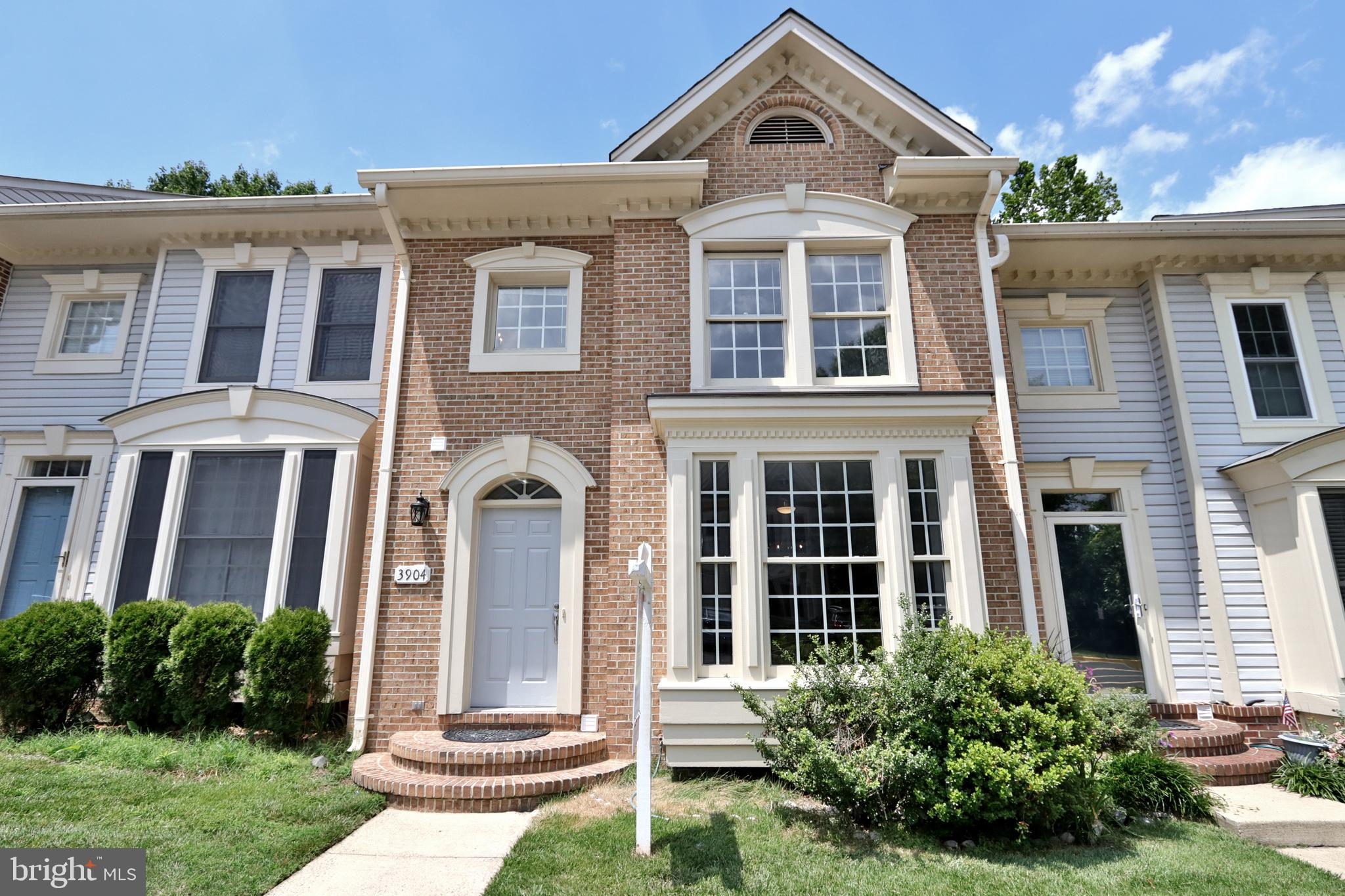 Gorgeous Newly Renovated 3 level Townhome in Penderbrook. BACK TO WOODS!! Renovated kitchen with qua