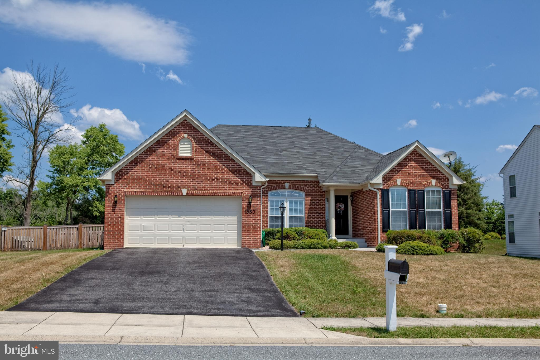 Immaculate rancher in sought after Brookfield subdivision! Ryan Homes Springbrook model located on a